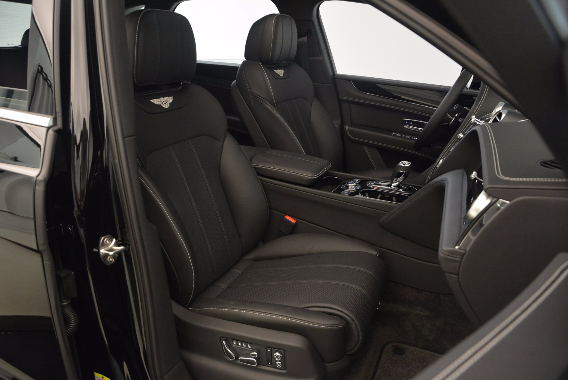New 2018 Bentley Bentayga Onyx For Sale In Westport, CT 1579_p28