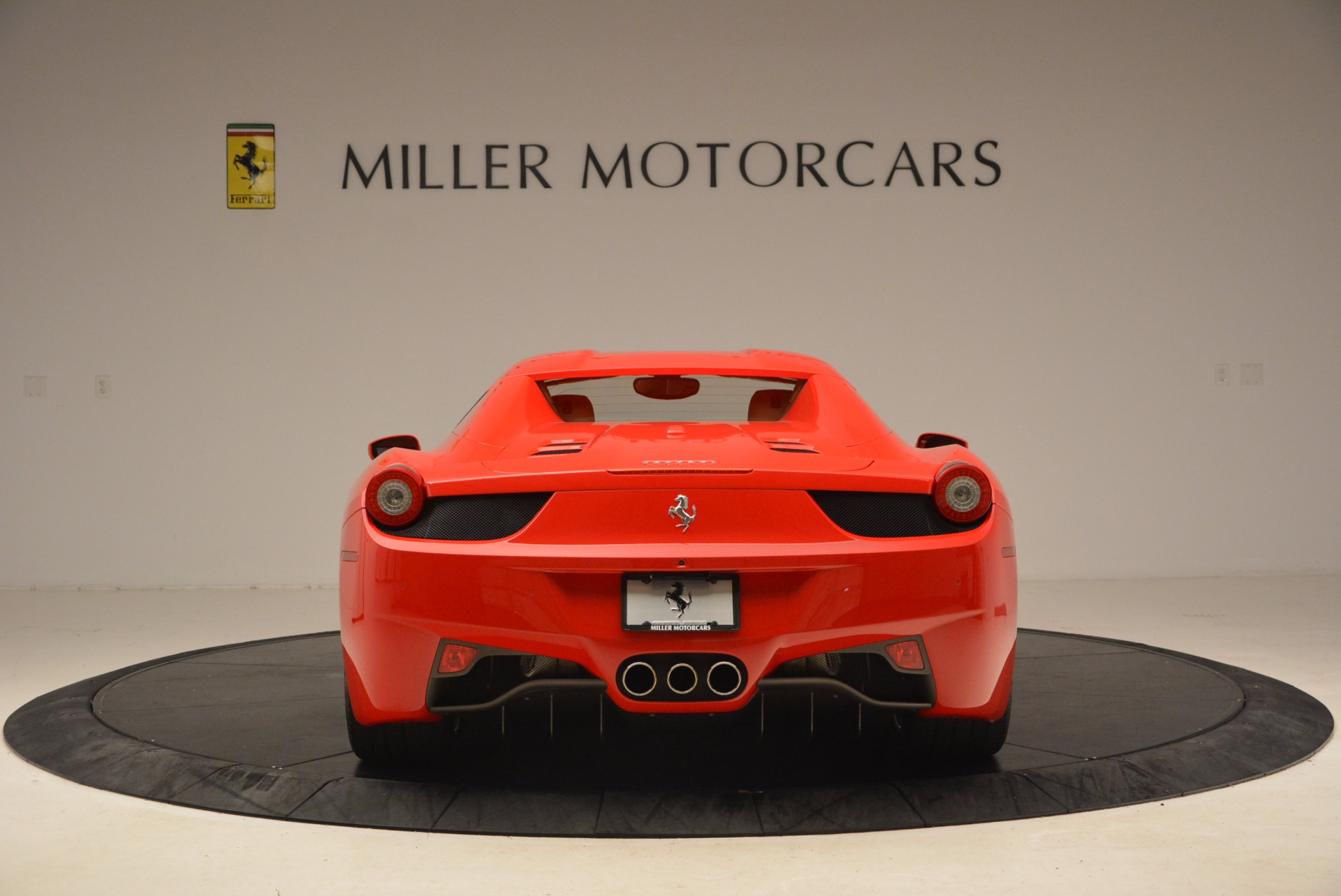 Used 2012 Ferrari 458 Spider  For Sale In Westport, CT 1581_p18