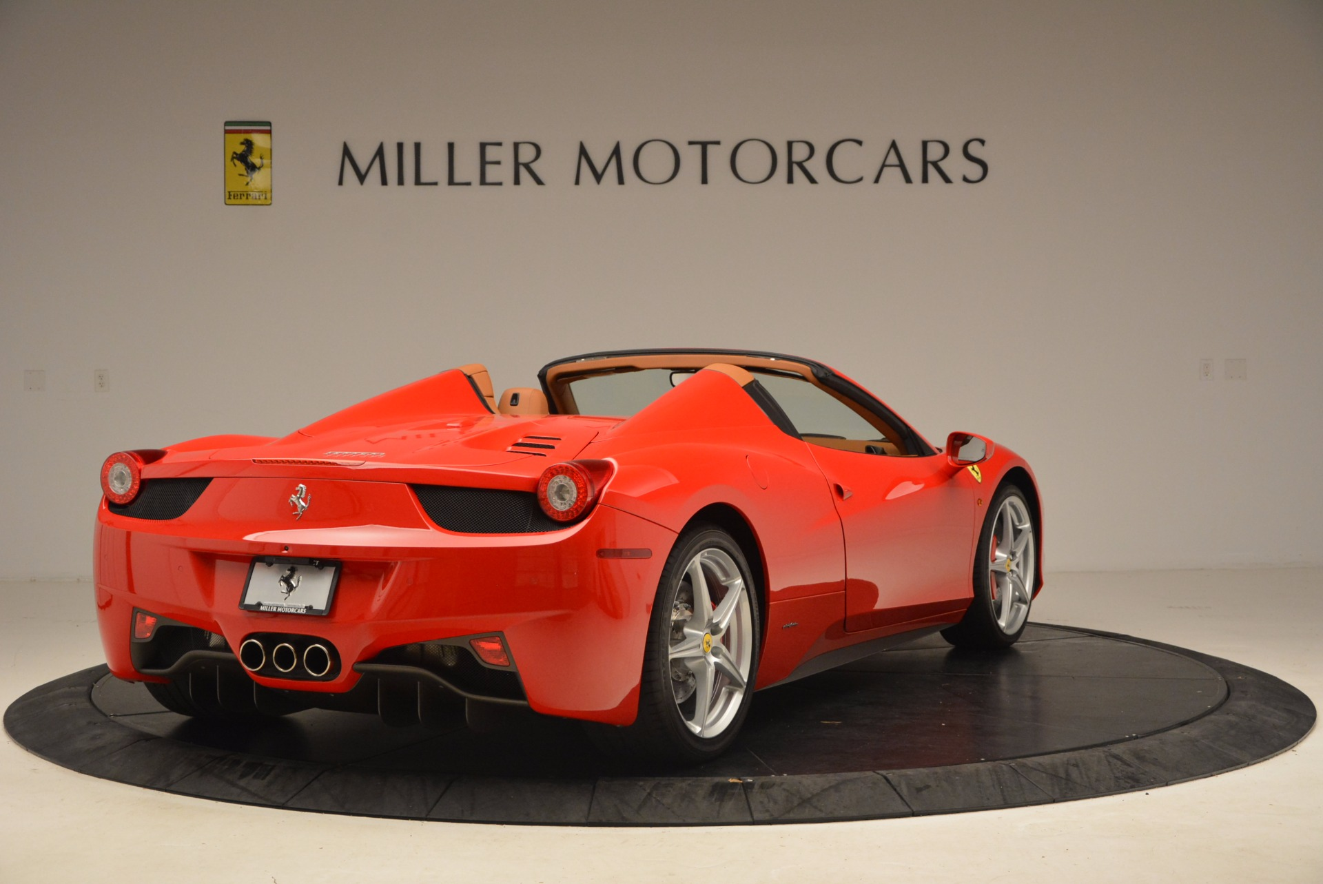 Used 2012 Ferrari 458 Spider  For Sale In Westport, CT 1581_p7