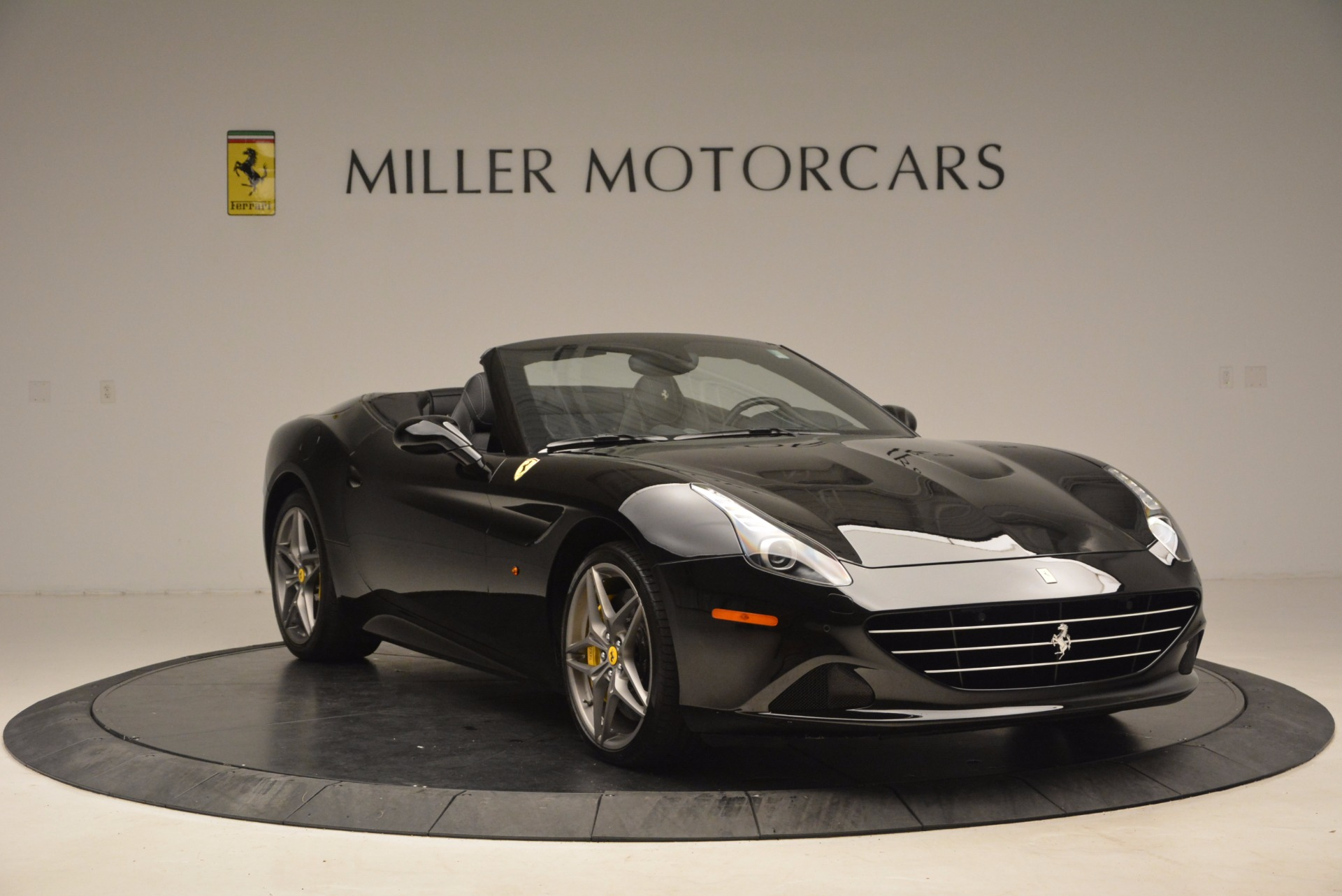 Used 2016 Ferrari California T  For Sale In Westport, CT 1630_p11