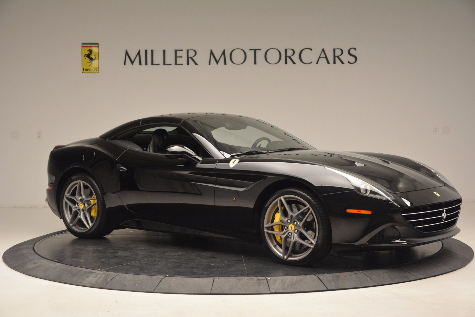 Used 2016 Ferrari California T  For Sale In Westport, CT 1630_p22