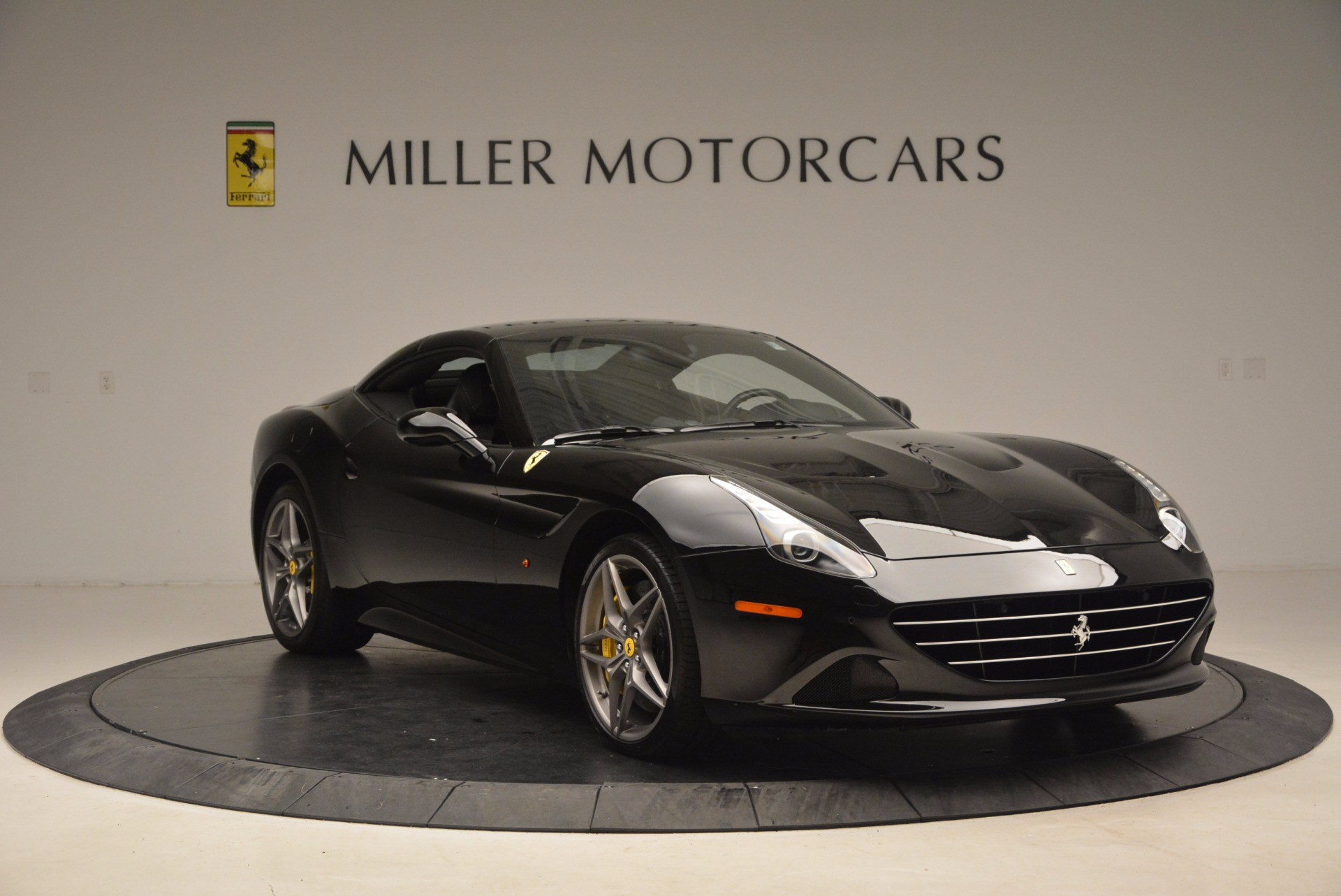 Used 2016 Ferrari California T  For Sale In Westport, CT 1630_p23