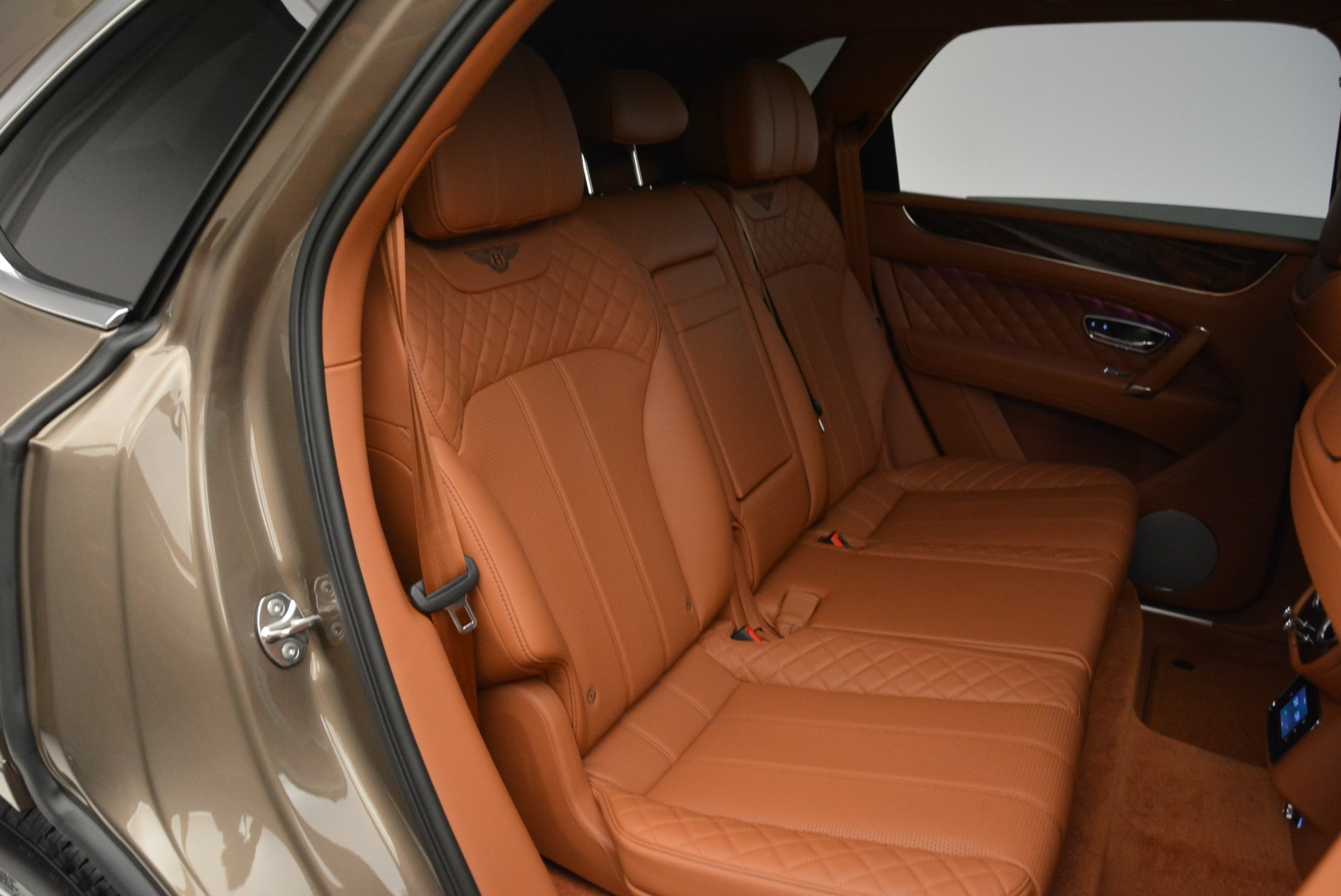 New 2018 Bentley Bentayga Signature For Sale In Westport, CT 1654_p32