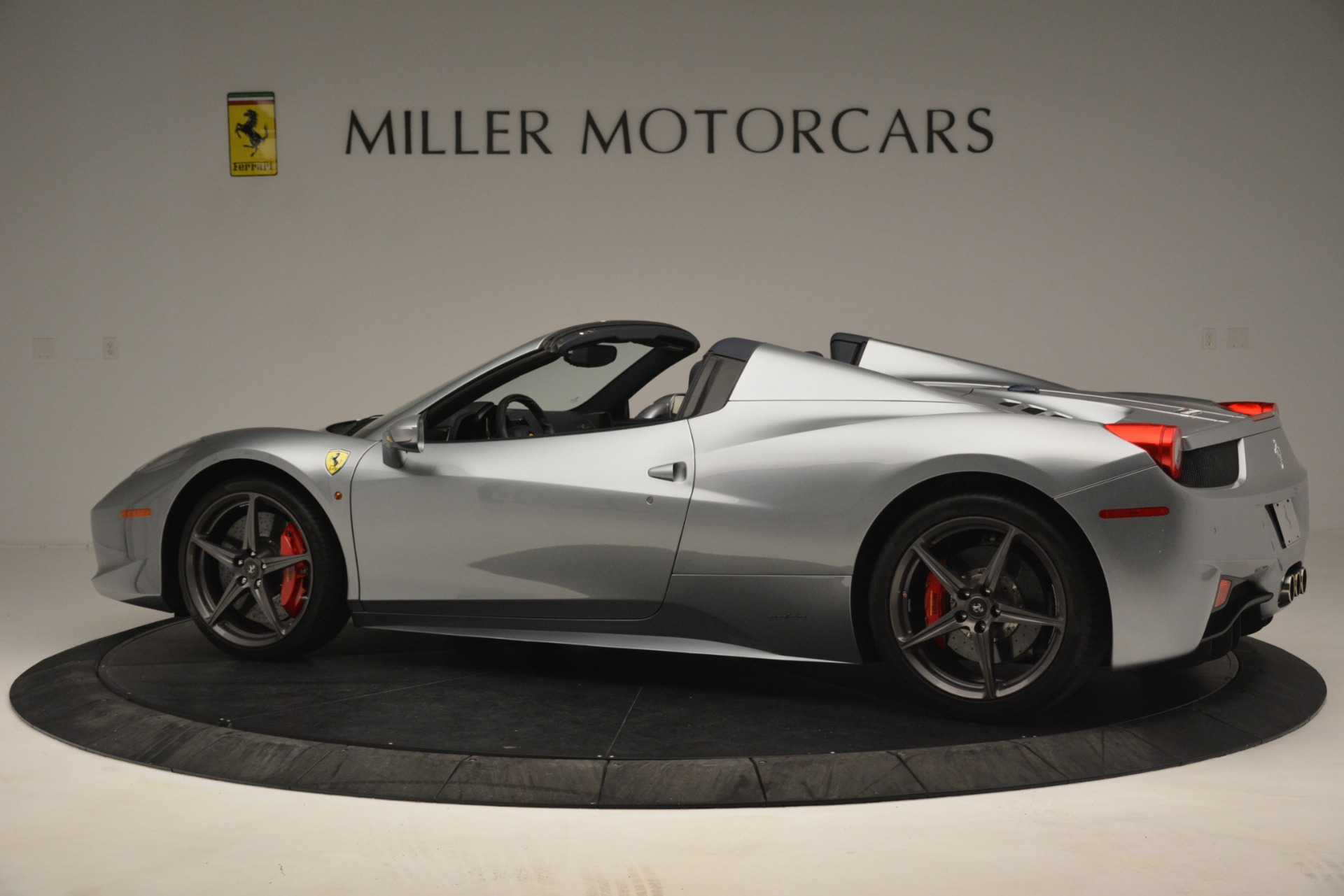Used 2015 Ferrari 458 Spider  For Sale In Westport, CT 1667_p4