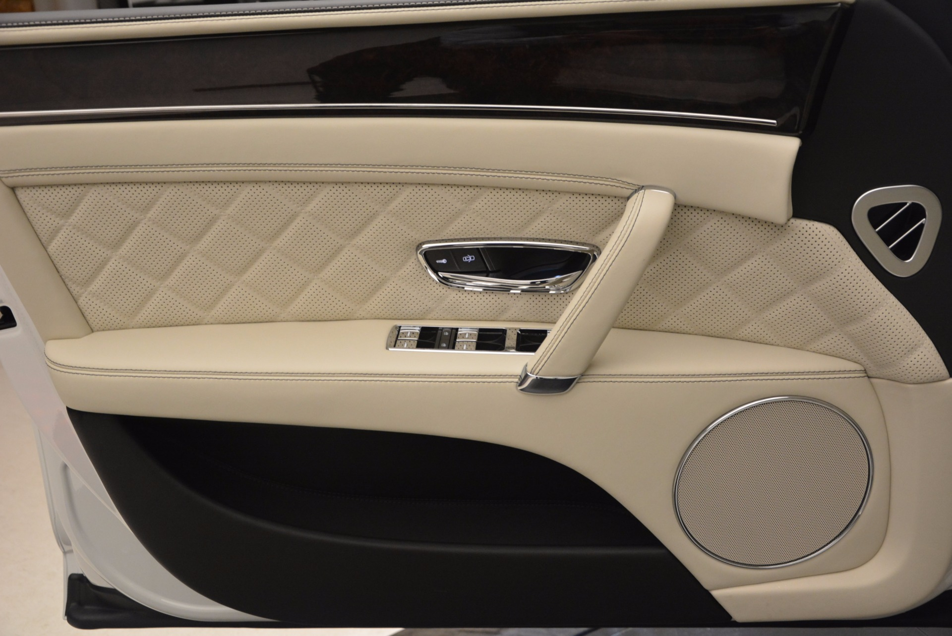 New 2017 Bentley Flying Spur W12 For Sale In Westport, CT 1712_p22