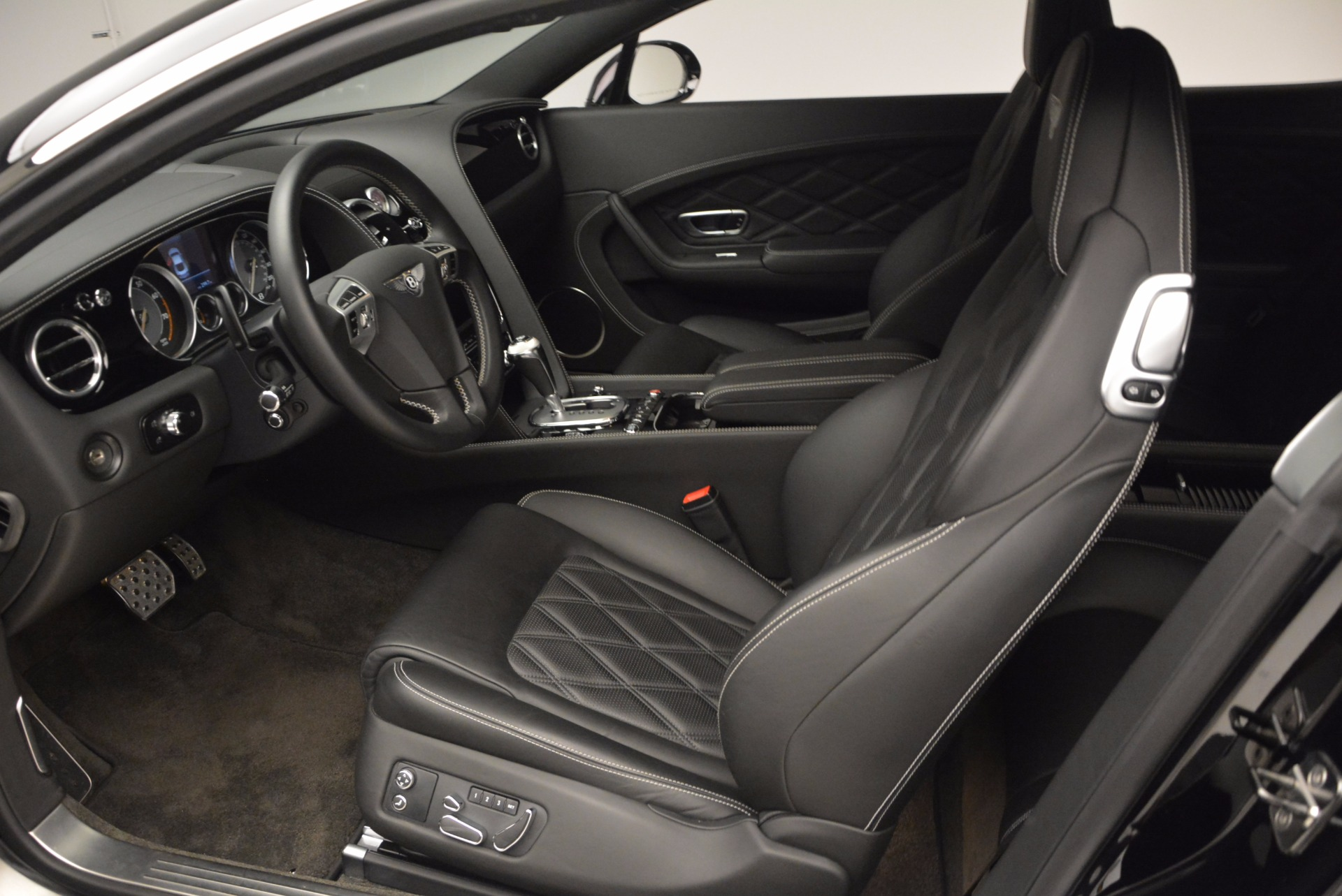 Used 2012 Bentley Continental GT W12 For Sale In Westport, CT 1717_p16