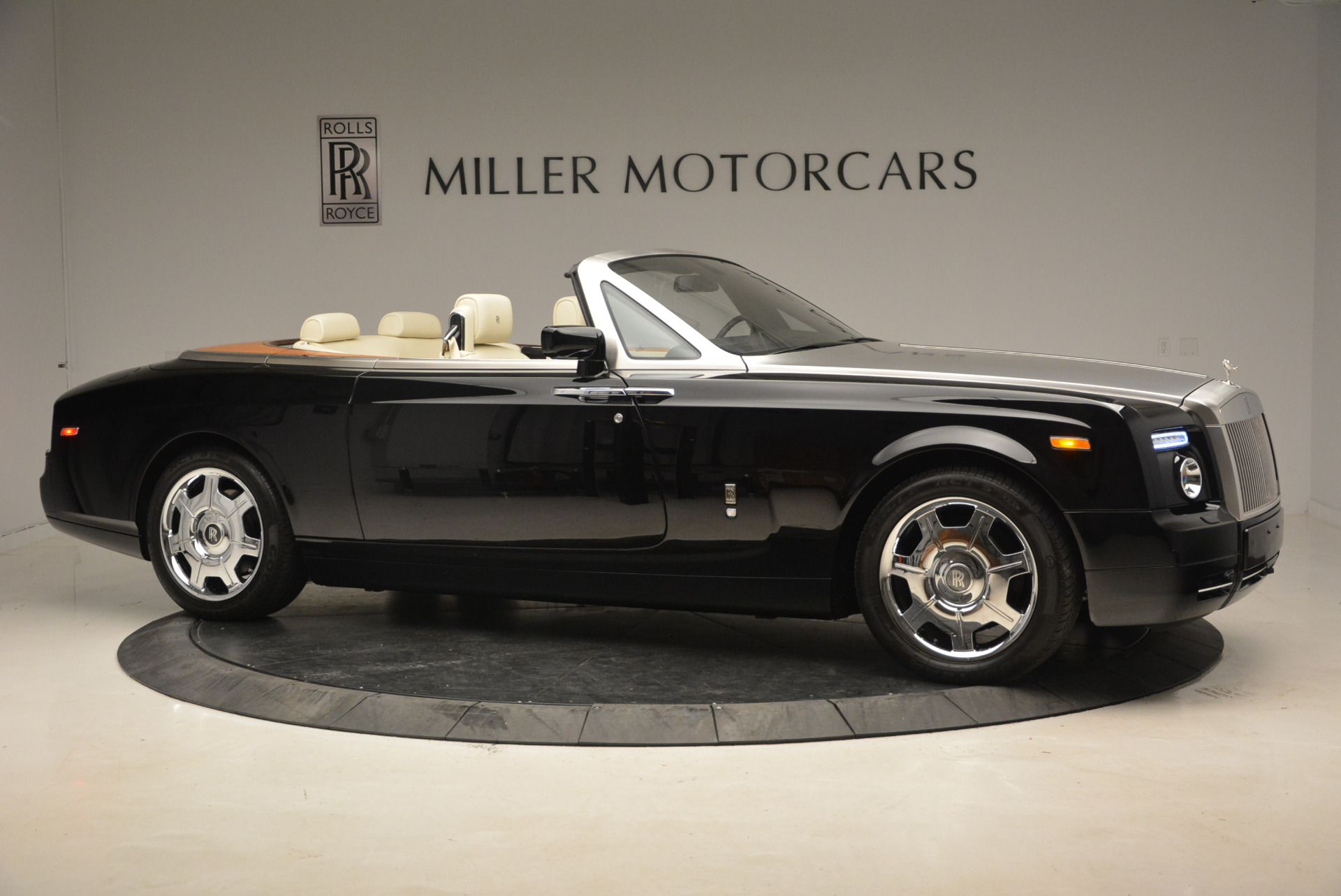 Used 2009 Rolls-Royce Phantom Drophead Coupe  For Sale In Westport, CT 1792_p11