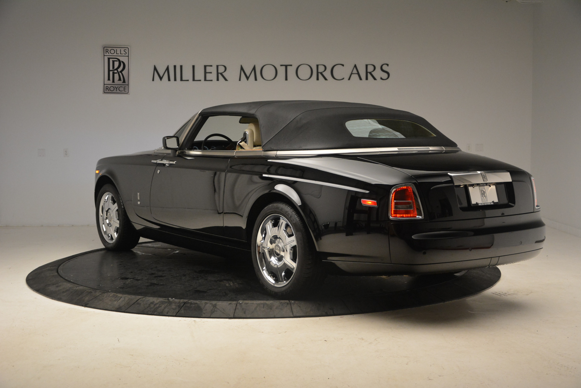 Used 2009 Rolls-Royce Phantom Drophead Coupe  For Sale In Westport, CT 1792_p17
