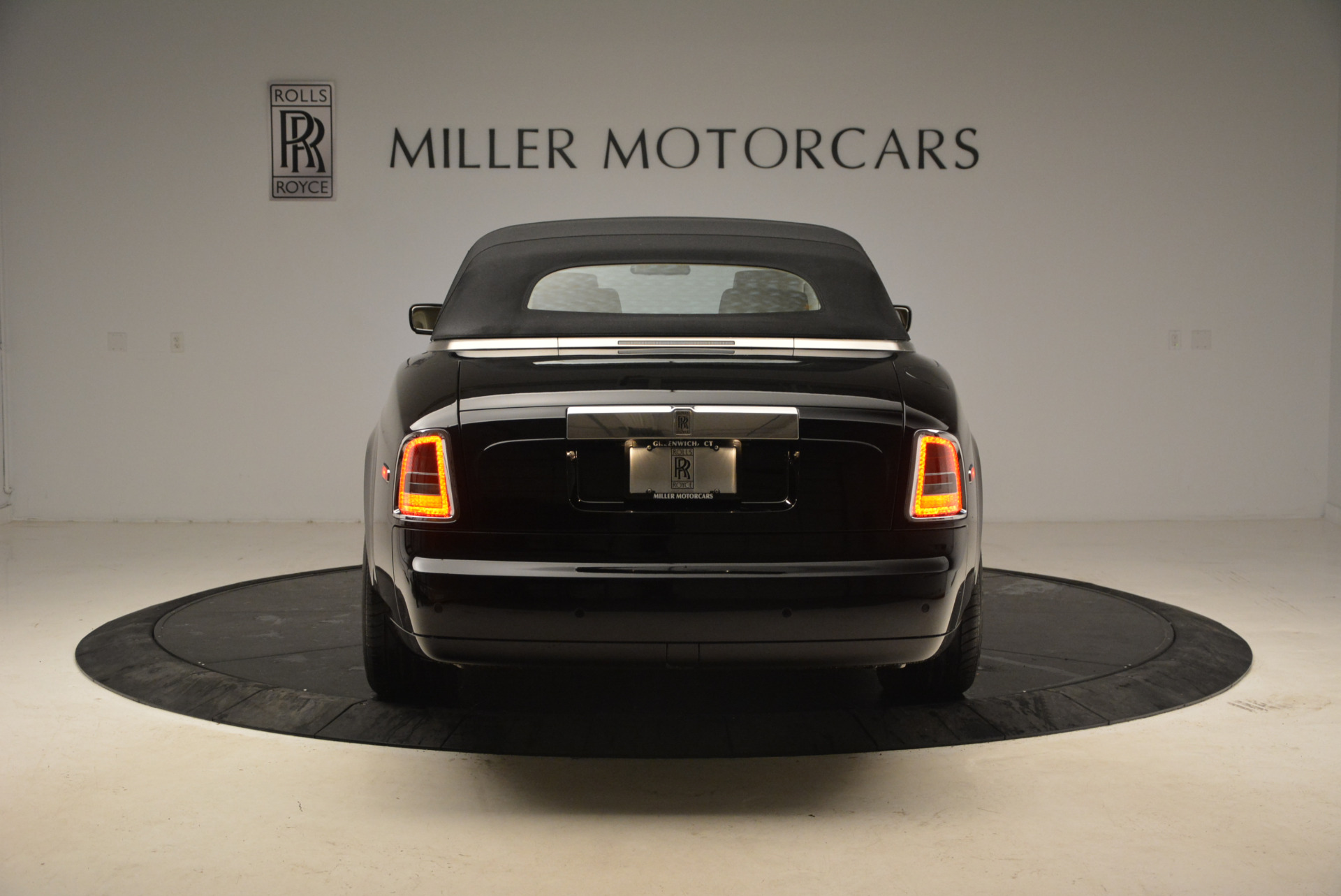 Used 2009 Rolls-Royce Phantom Drophead Coupe  For Sale In Westport, CT 1792_p18