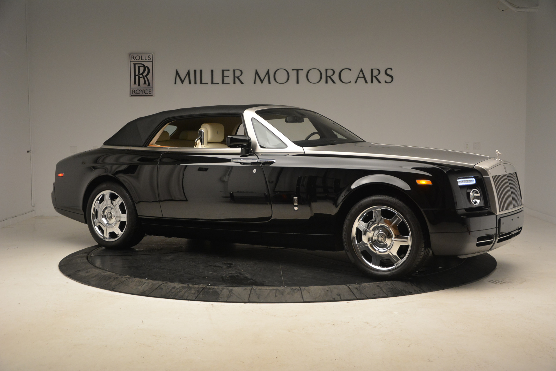 Used 2009 Rolls-Royce Phantom Drophead Coupe  For Sale In Westport, CT 1792_p22