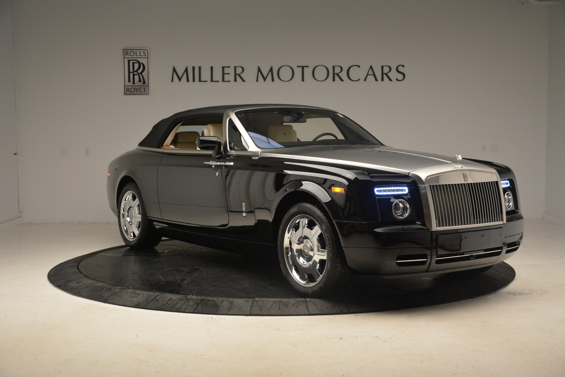 Used 2009 Rolls-Royce Phantom Drophead Coupe  For Sale In Westport, CT 1792_p23