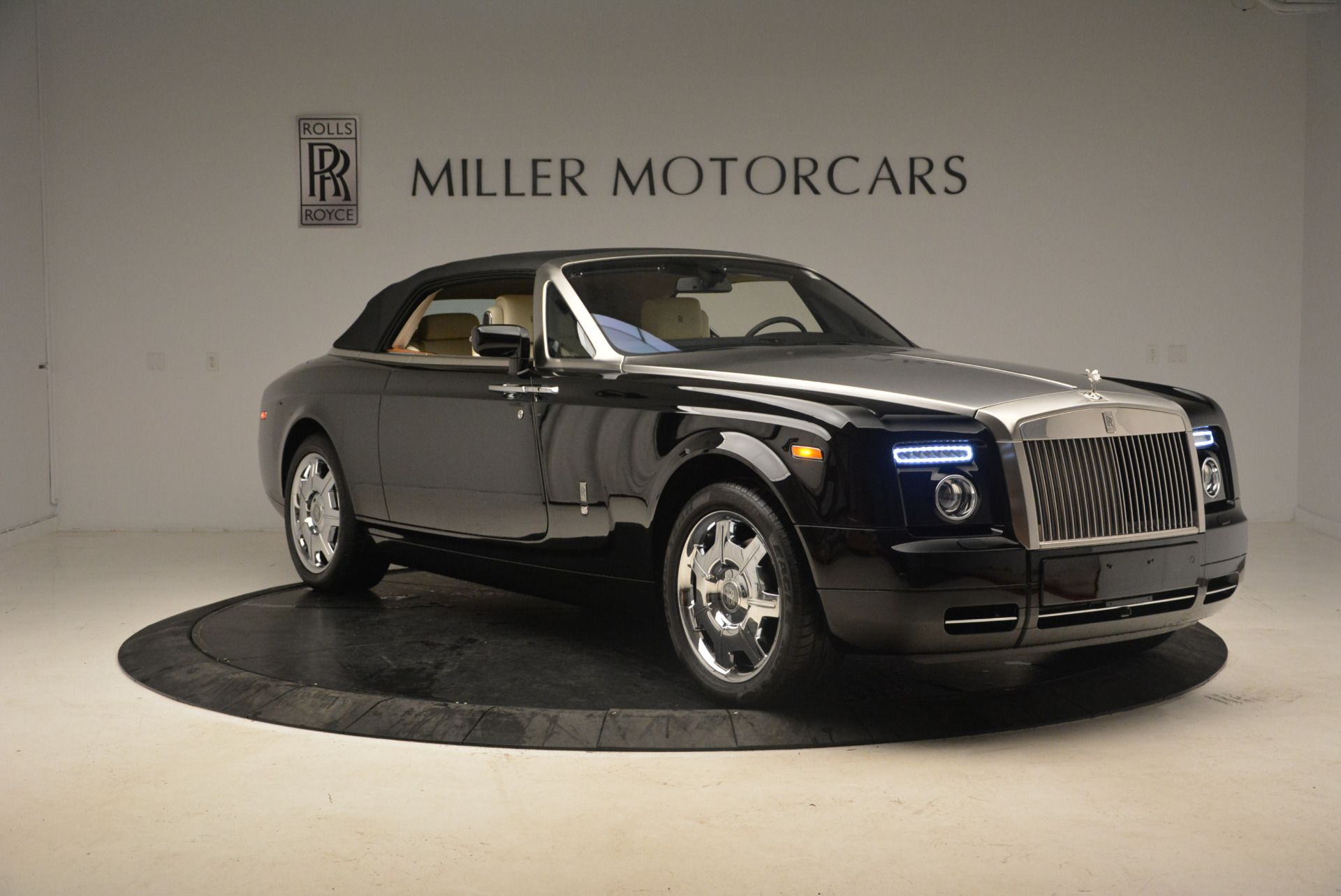 Used 2009 Rolls-Royce Phantom Drophead Coupe  For Sale In Westport, CT 1792_p24