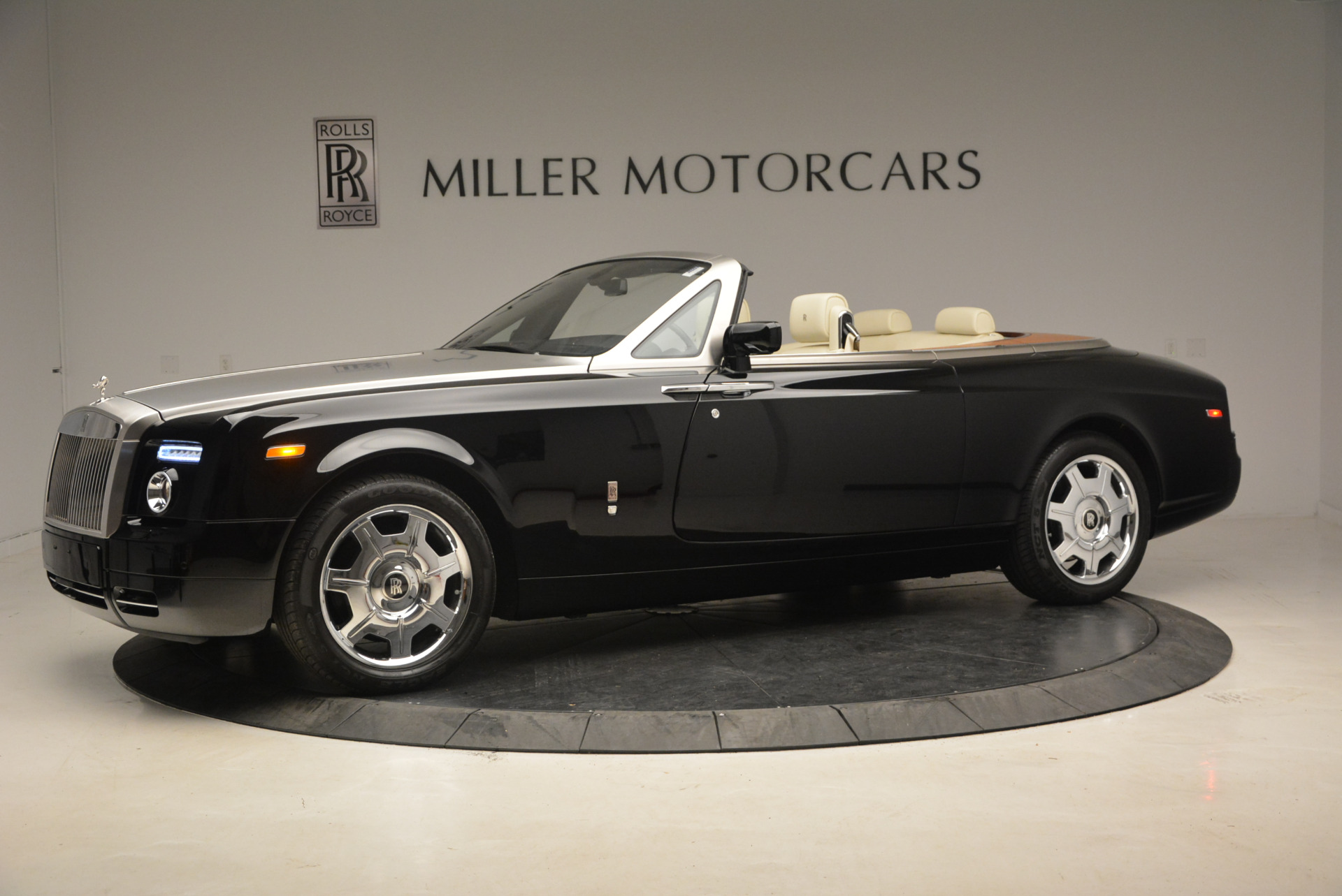 Used 2009 Rolls-Royce Phantom Drophead Coupe  For Sale In Westport, CT 1792_p2