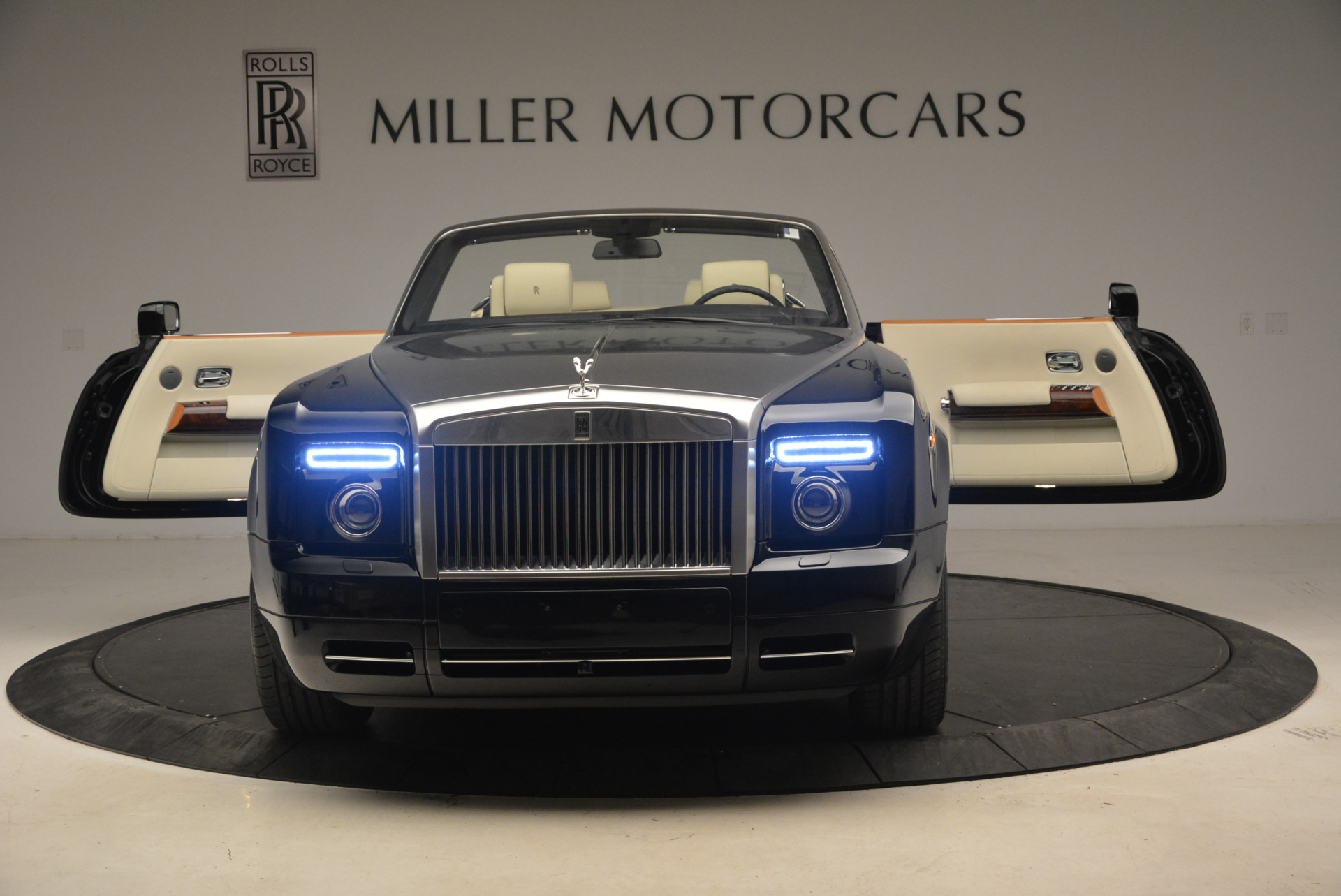 Used 2009 Rolls-Royce Phantom Drophead Coupe  For Sale In Westport, CT 1792_p30