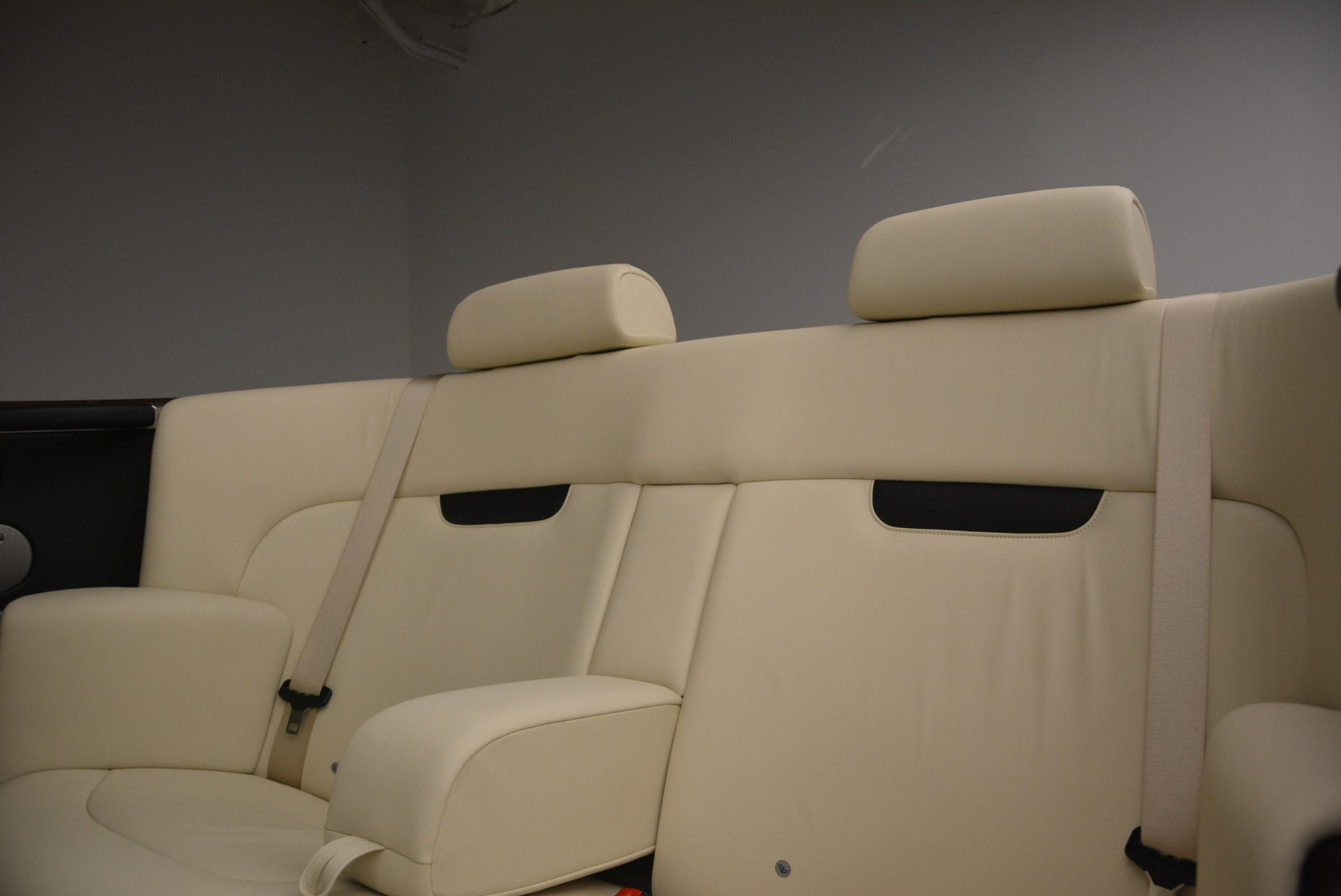 Used 2009 Rolls-Royce Phantom Drophead Coupe  For Sale In Westport, CT 1792_p35