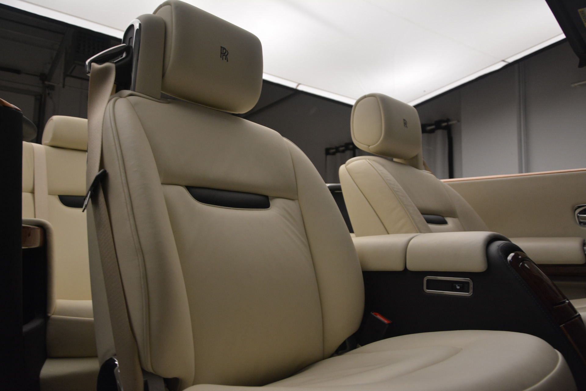 Used 2009 Rolls-Royce Phantom Drophead Coupe  For Sale In Westport, CT 1792_p38