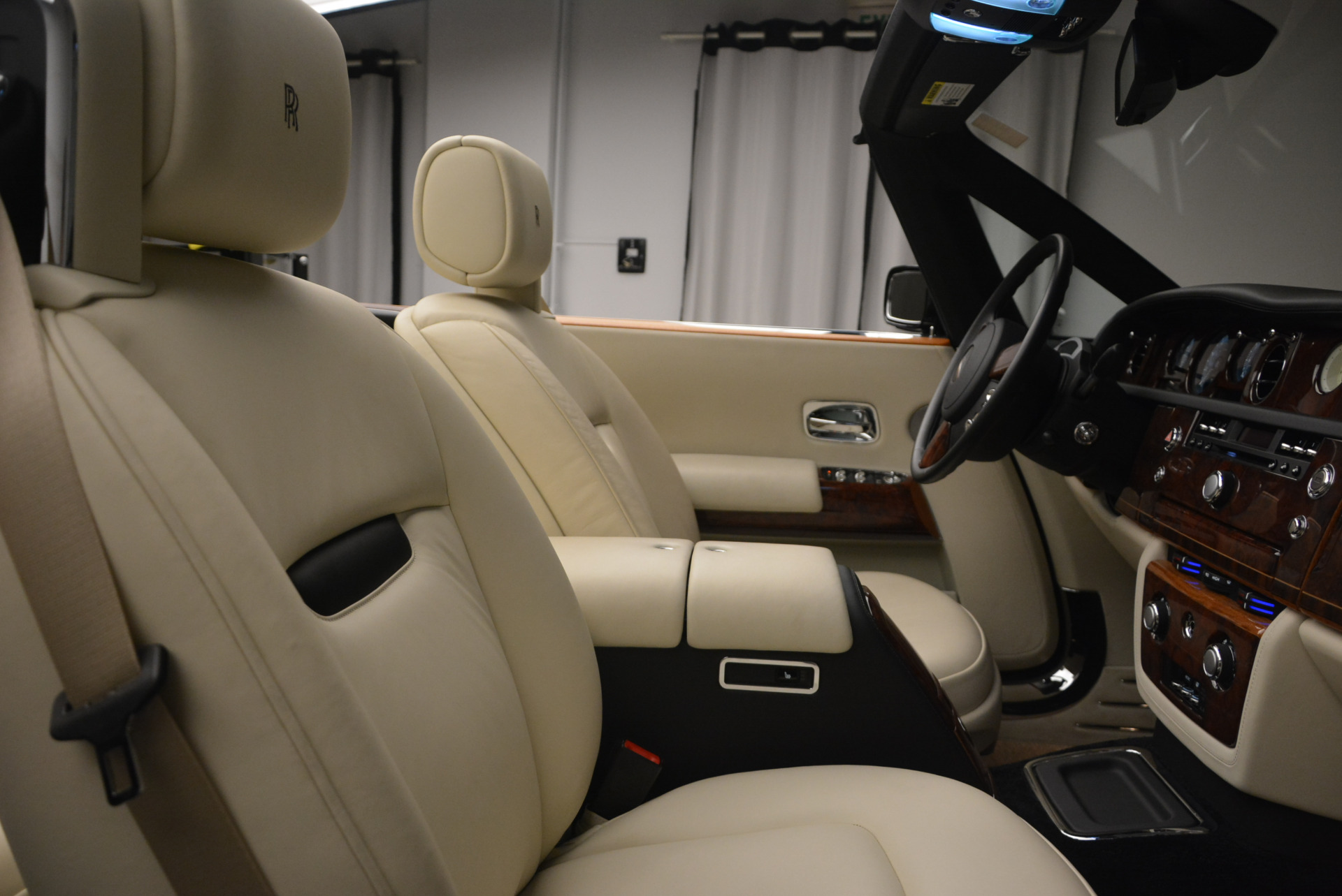Used 2009 Rolls-Royce Phantom Drophead Coupe  For Sale In Westport, CT 1792_p39
