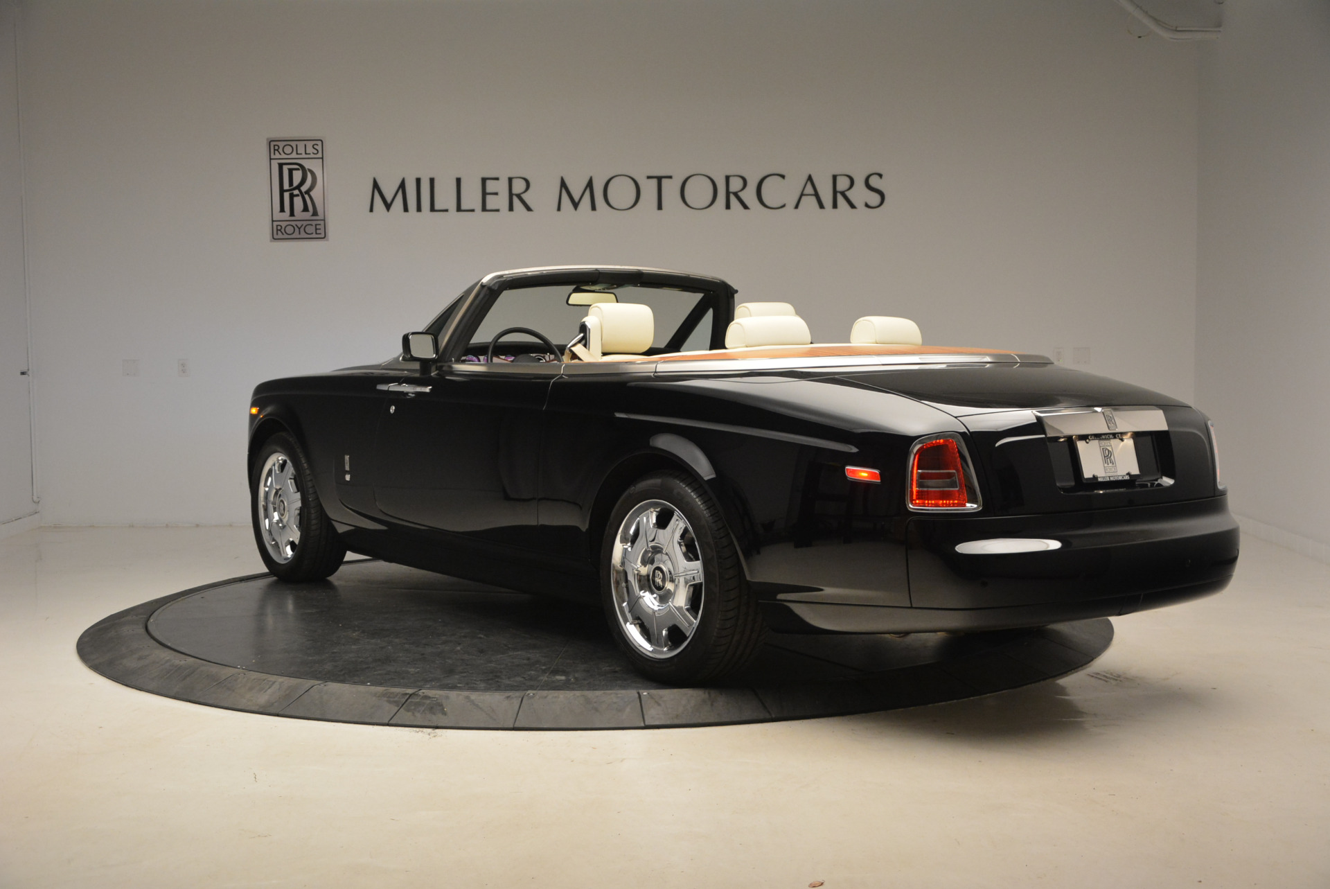Used 2009 Rolls-Royce Phantom Drophead Coupe  For Sale In Westport, CT 1792_p5