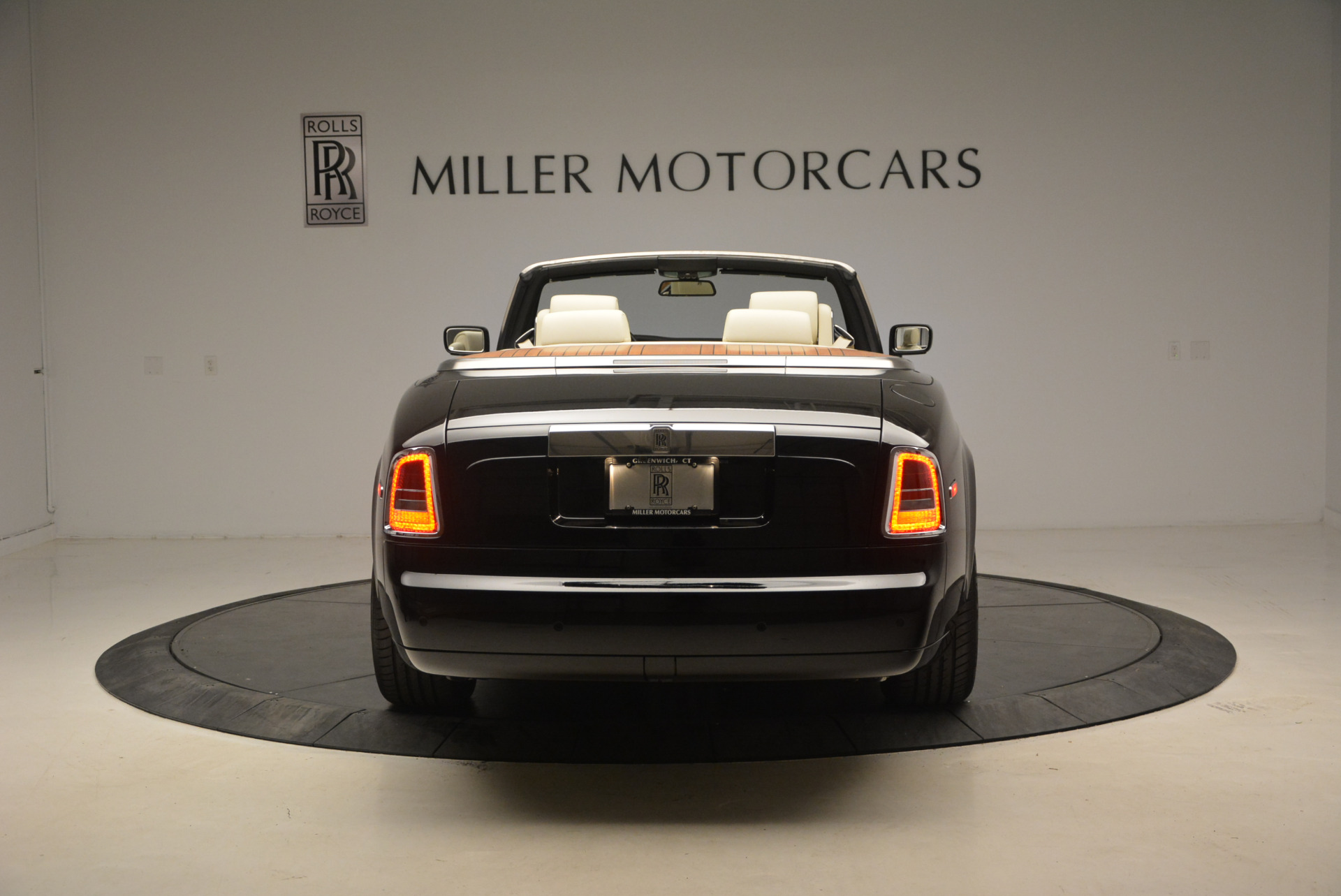 Used 2009 Rolls-Royce Phantom Drophead Coupe  For Sale In Westport, CT 1792_p6