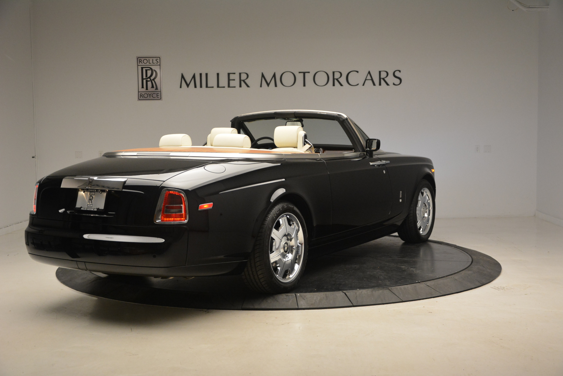 Used 2009 Rolls-Royce Phantom Drophead Coupe  For Sale In Westport, CT 1792_p8
