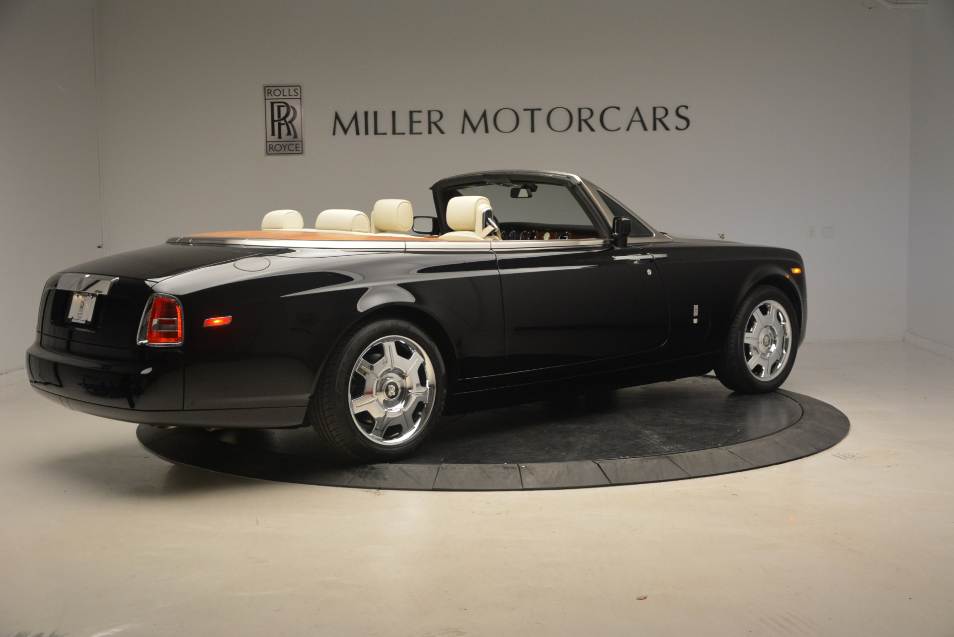 Used 2009 Rolls-Royce Phantom Drophead Coupe  For Sale In Westport, CT 1792_p9