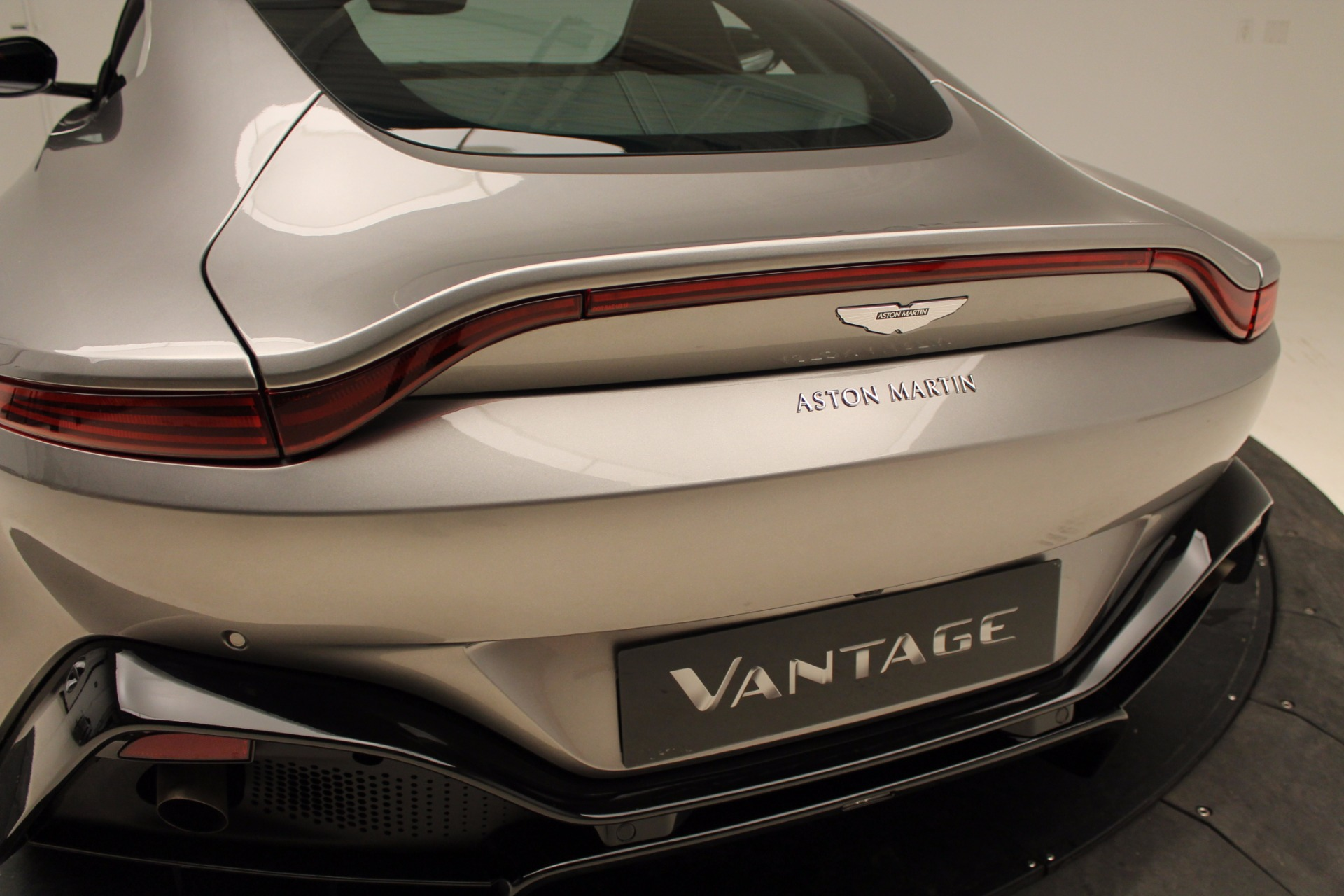 New 2019 Aston Martin Vantage  For Sale In Westport, CT 1803_p33