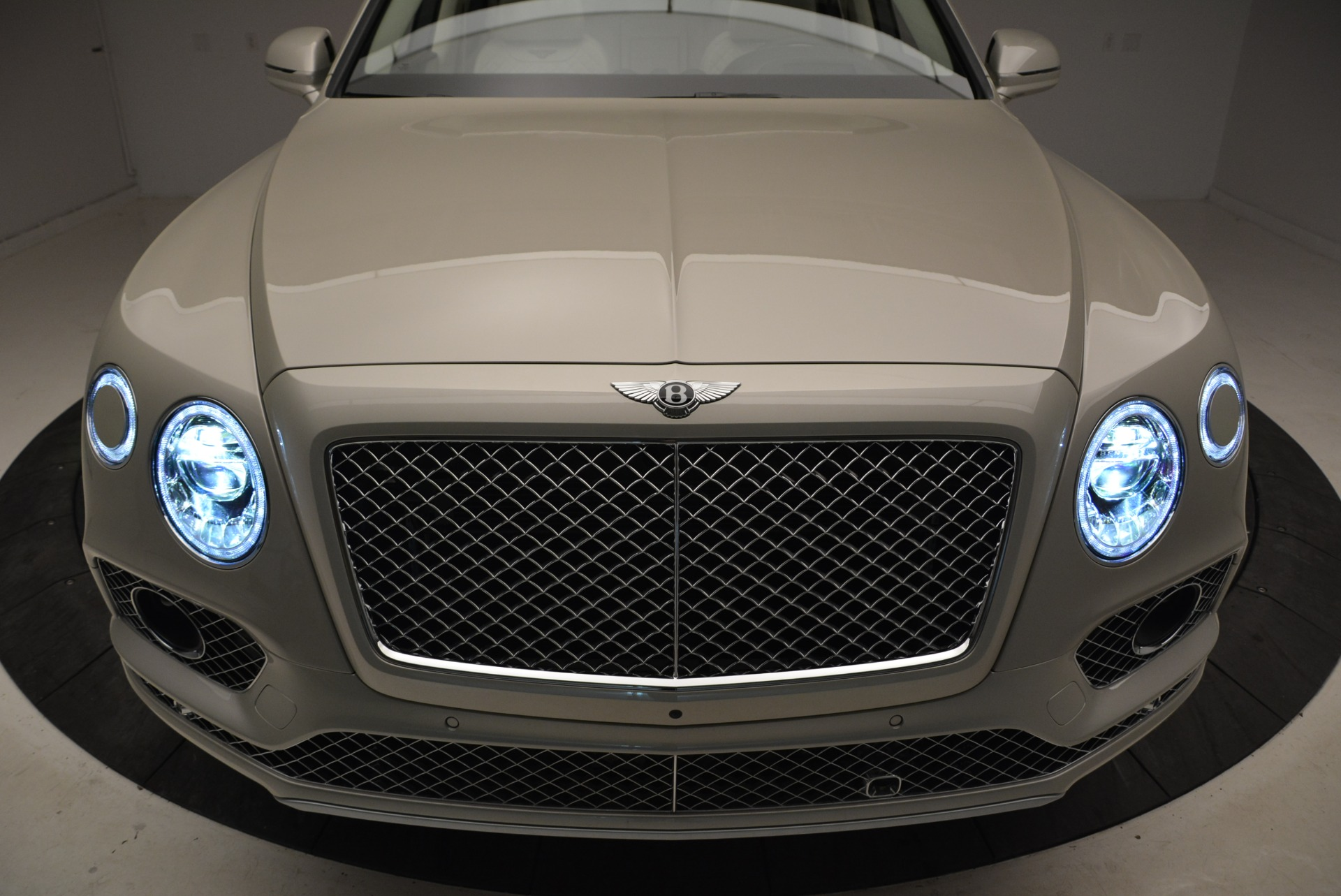 New 2018 Bentley Bentayga Signature For Sale In Westport, CT 1876_p14