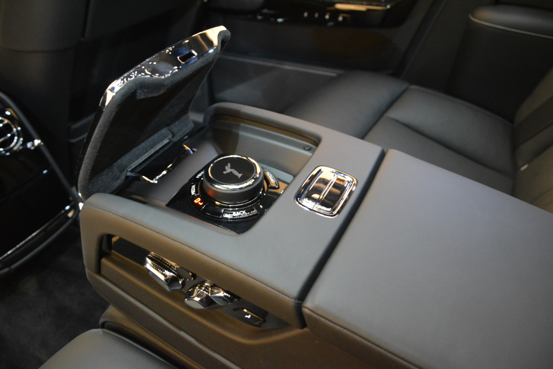 Used 2018 Rolls-Royce Phantom  For Sale In Westport, CT 1958_p20