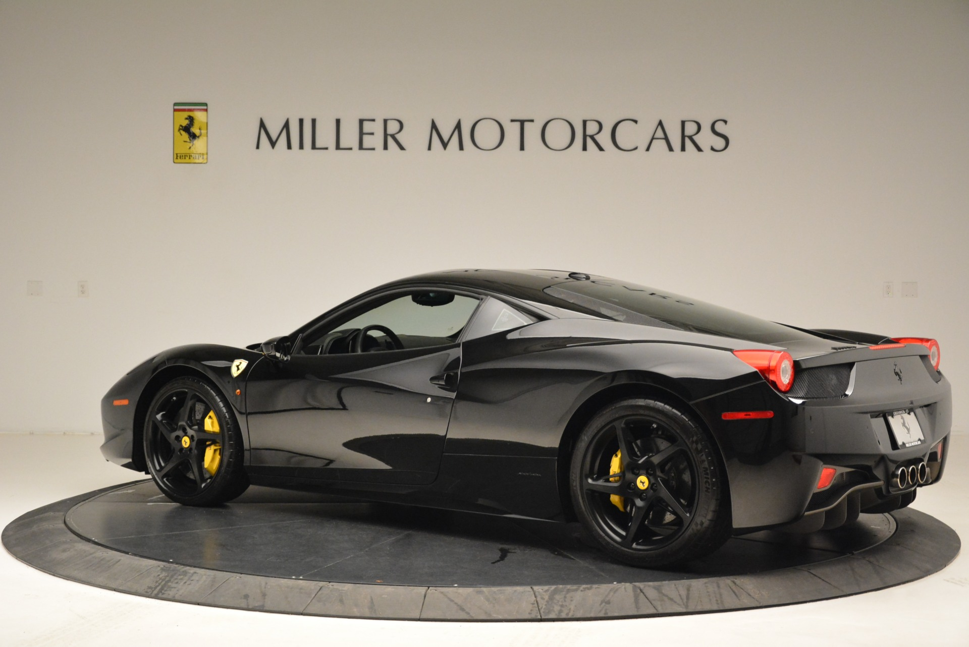 Used 2011 Ferrari 458 Italia  For Sale In Westport, CT 2018_p4