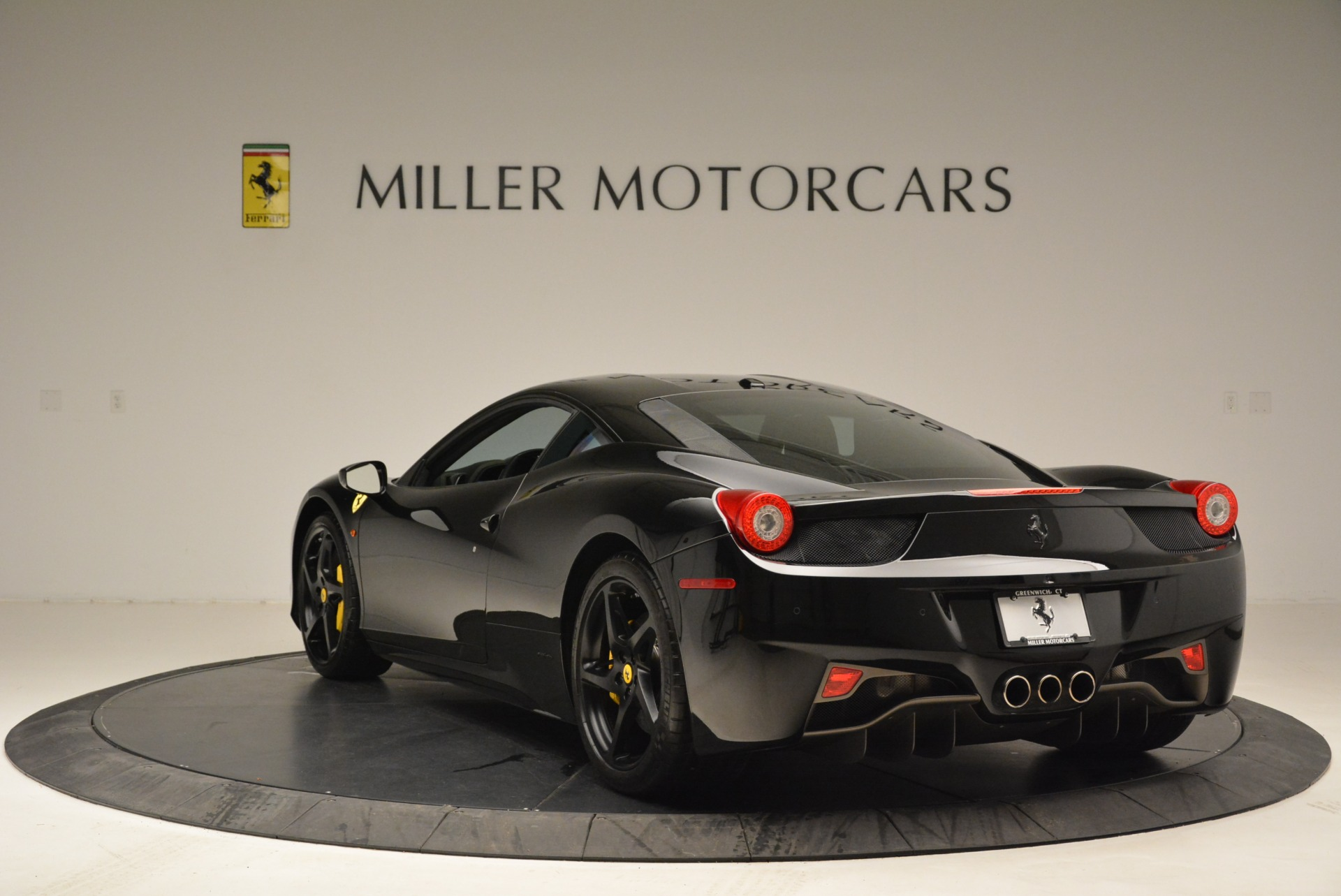 Used 2011 Ferrari 458 Italia  For Sale In Westport, CT 2018_p5