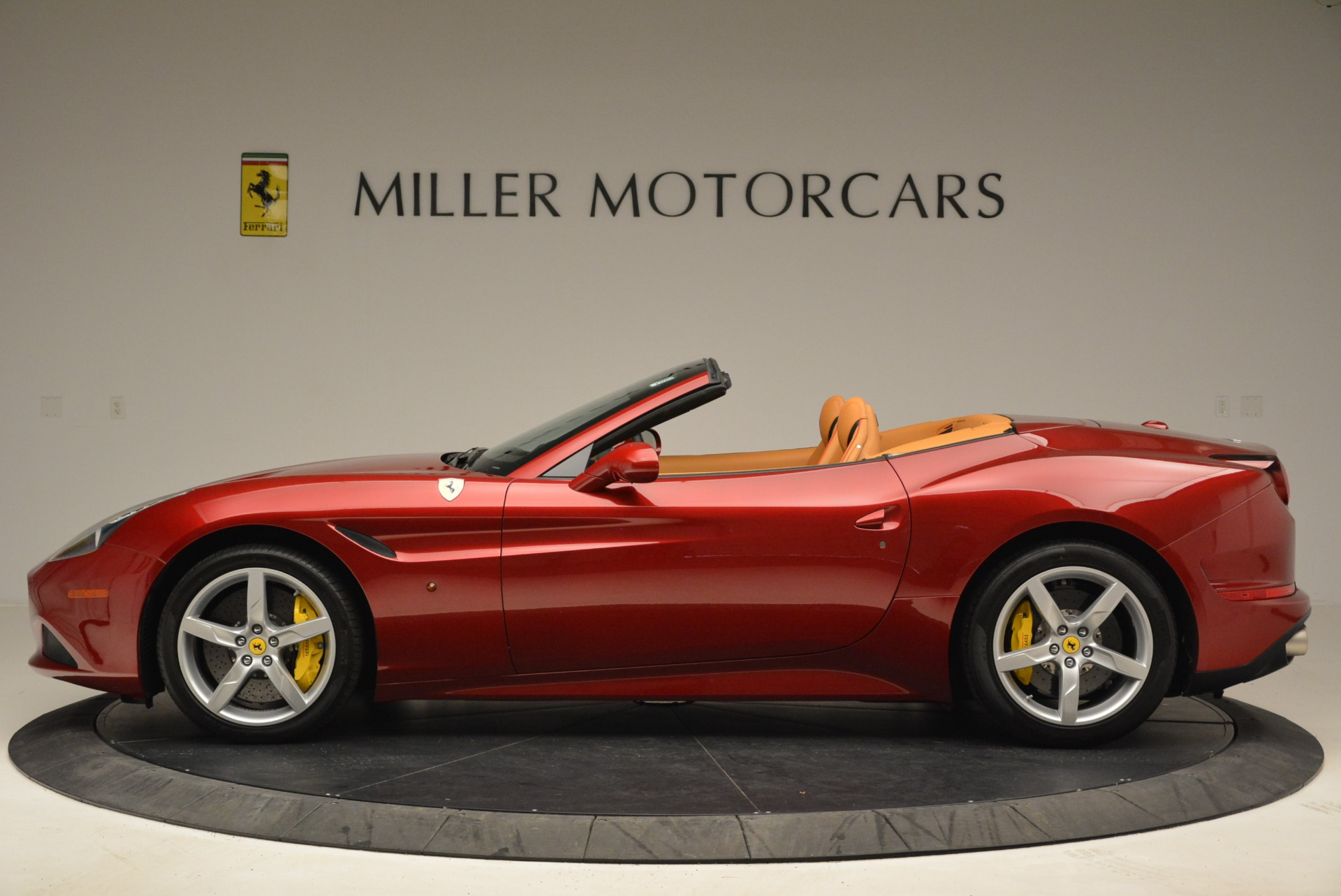 Used 2015 Ferrari California T  For Sale In Westport, CT 2033_p3