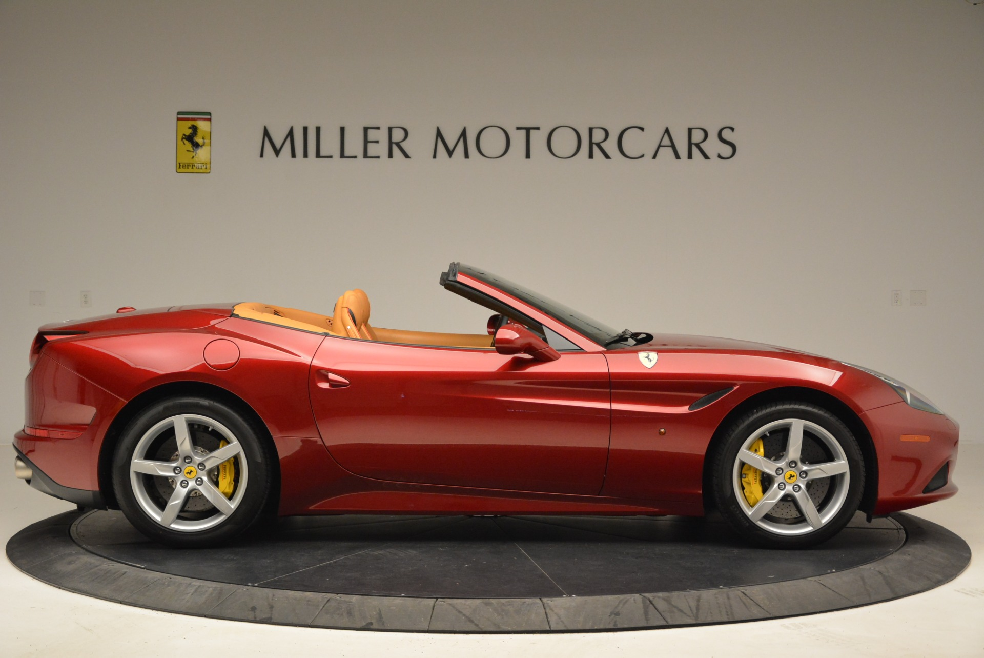 Used 2015 Ferrari California T  For Sale In Westport, CT 2033_p9