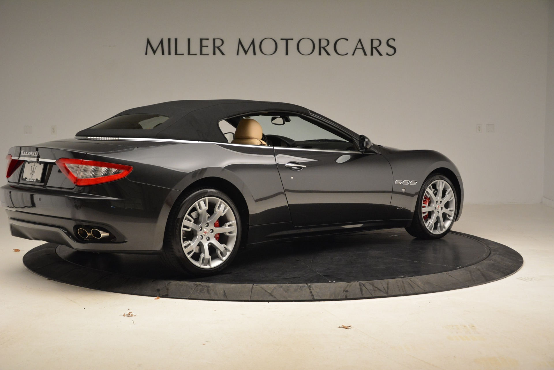 Used 2013 Maserati GranTurismo Convertible  For Sale In Westport, CT 2050_p20