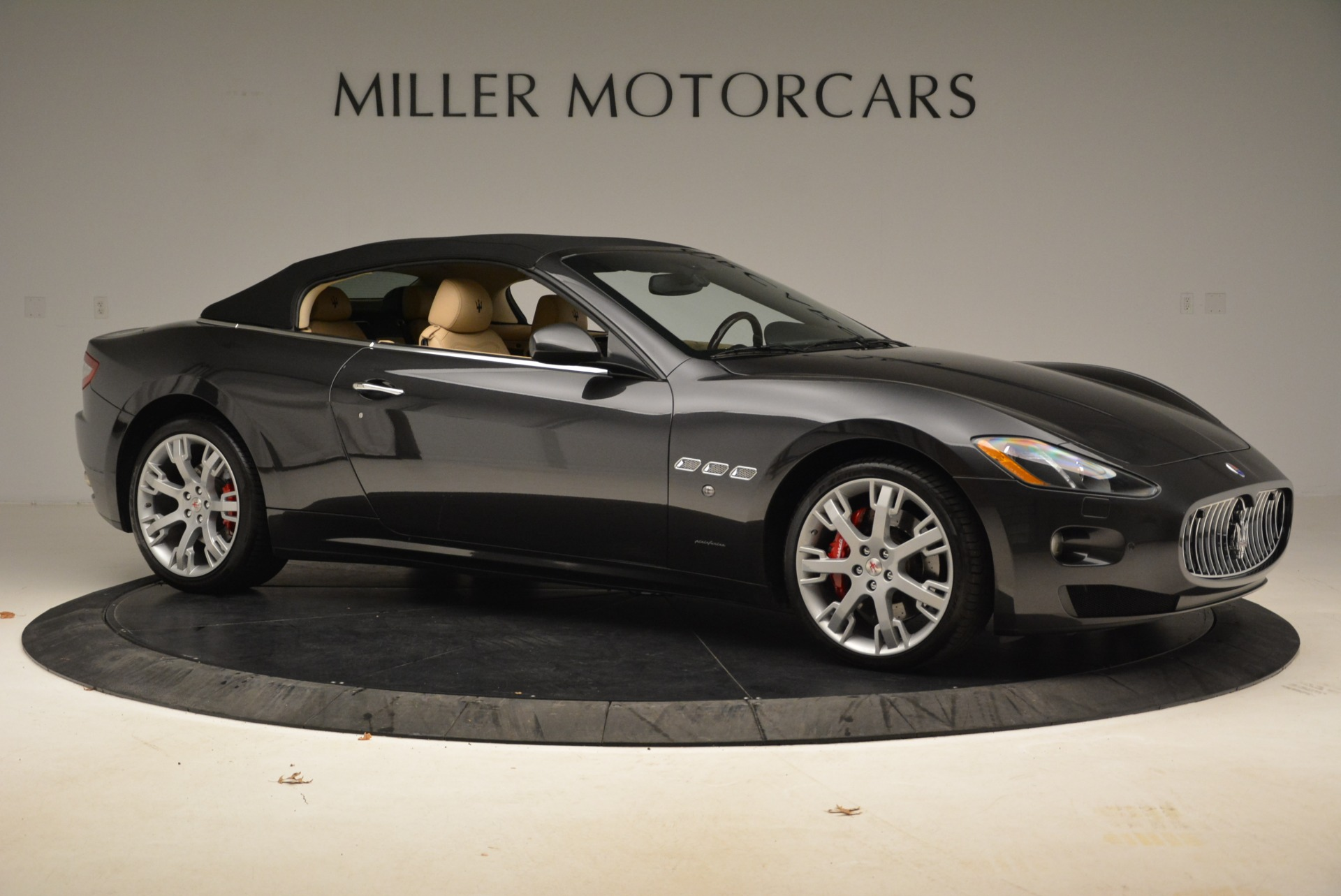 Used 2013 Maserati GranTurismo Convertible  For Sale In Westport, CT 2050_p22