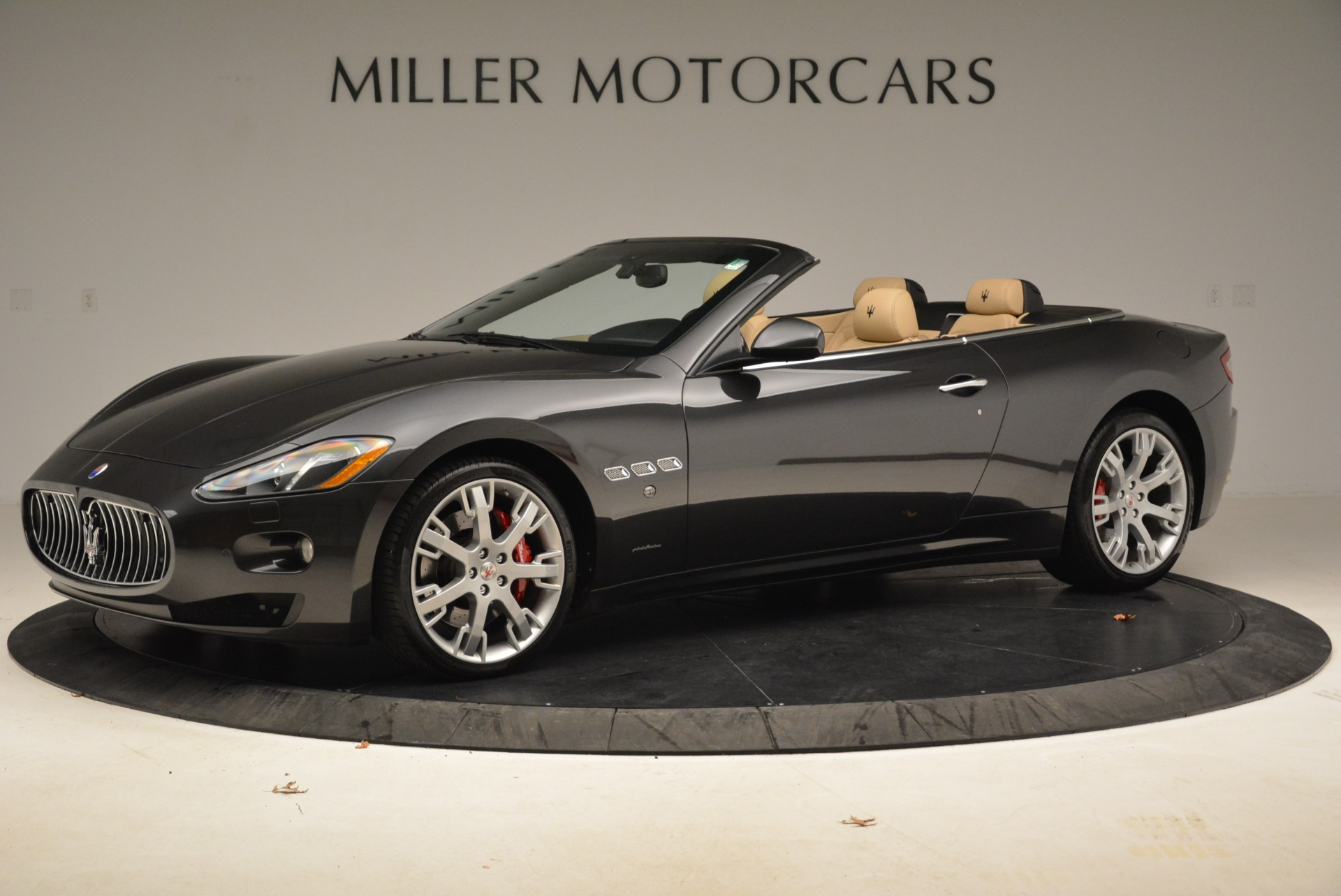 Used 2013 Maserati GranTurismo Convertible  For Sale In Westport, CT 2050_p2