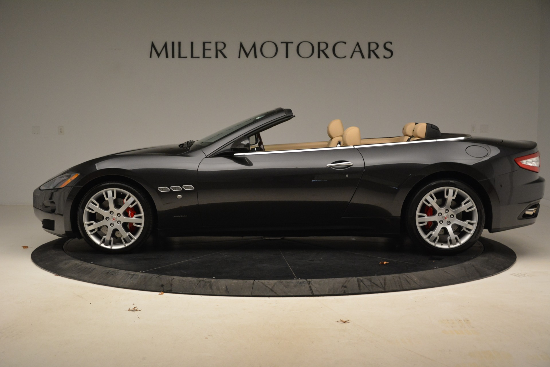 Used 2013 Maserati GranTurismo Convertible  For Sale In Westport, CT 2050_p3