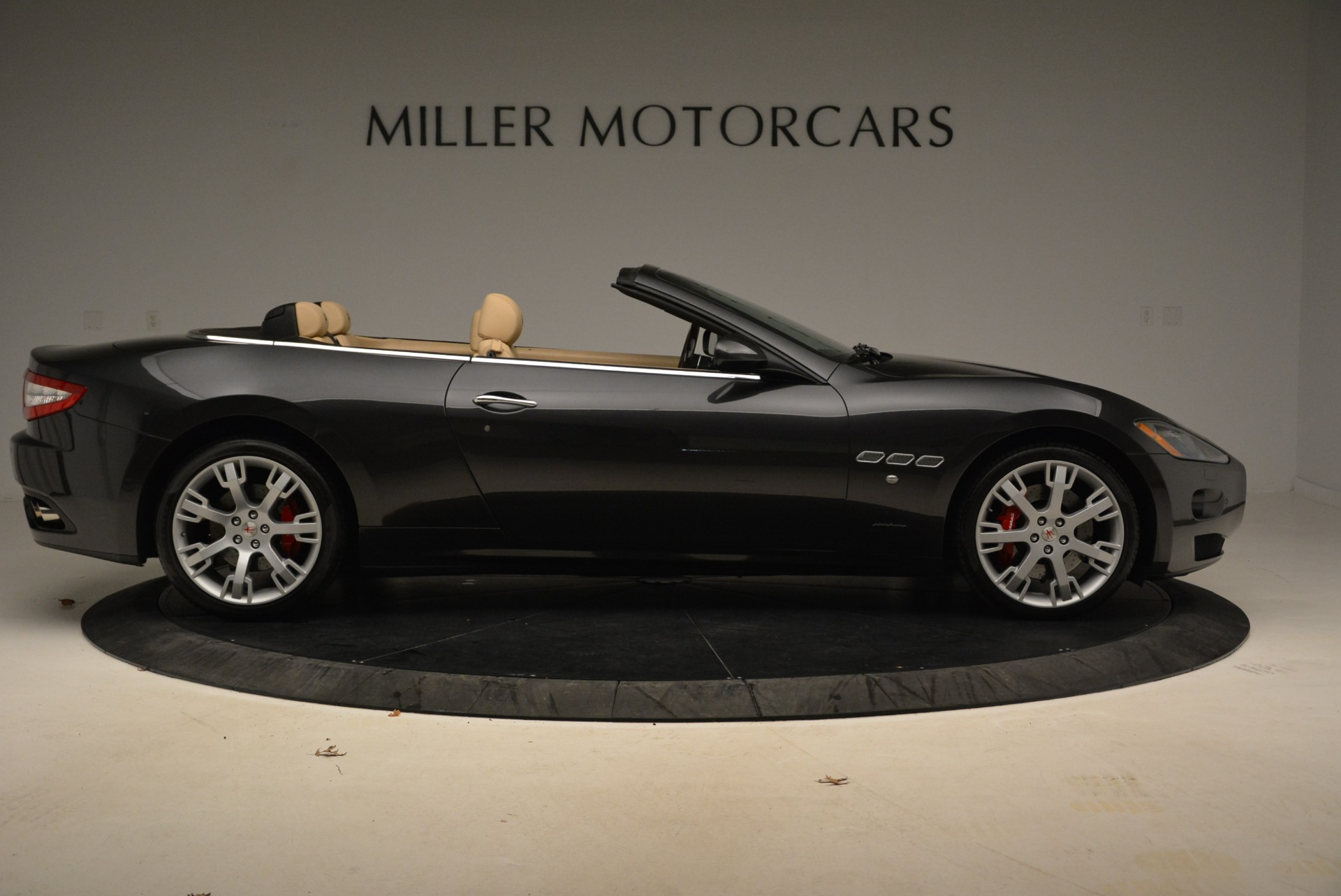 Used 2013 Maserati GranTurismo Convertible  For Sale In Westport, CT 2050_p9