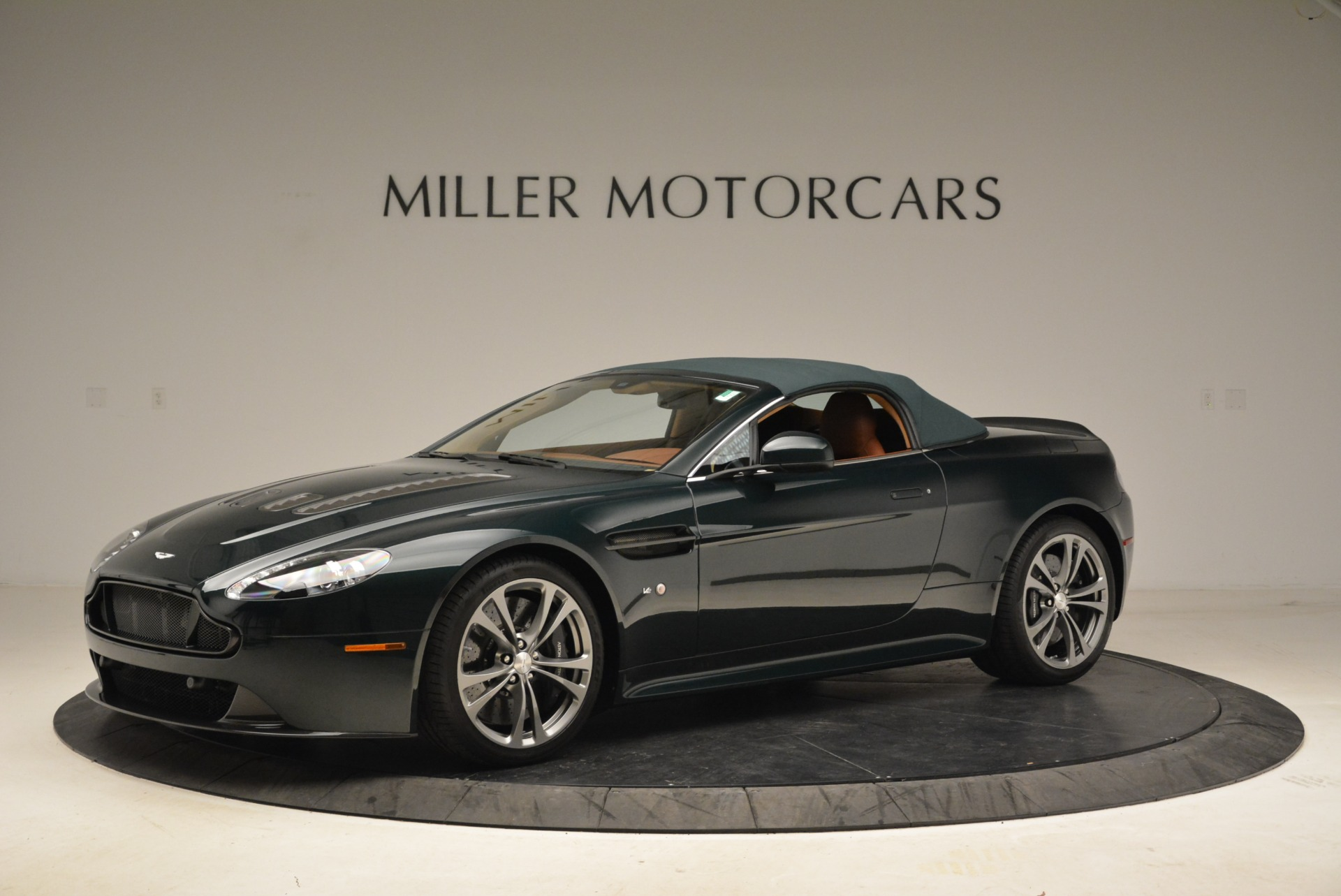 Used 2017 Aston Martin V12 Vantage S Roadster For Sale In Westport, CT 2055_p14