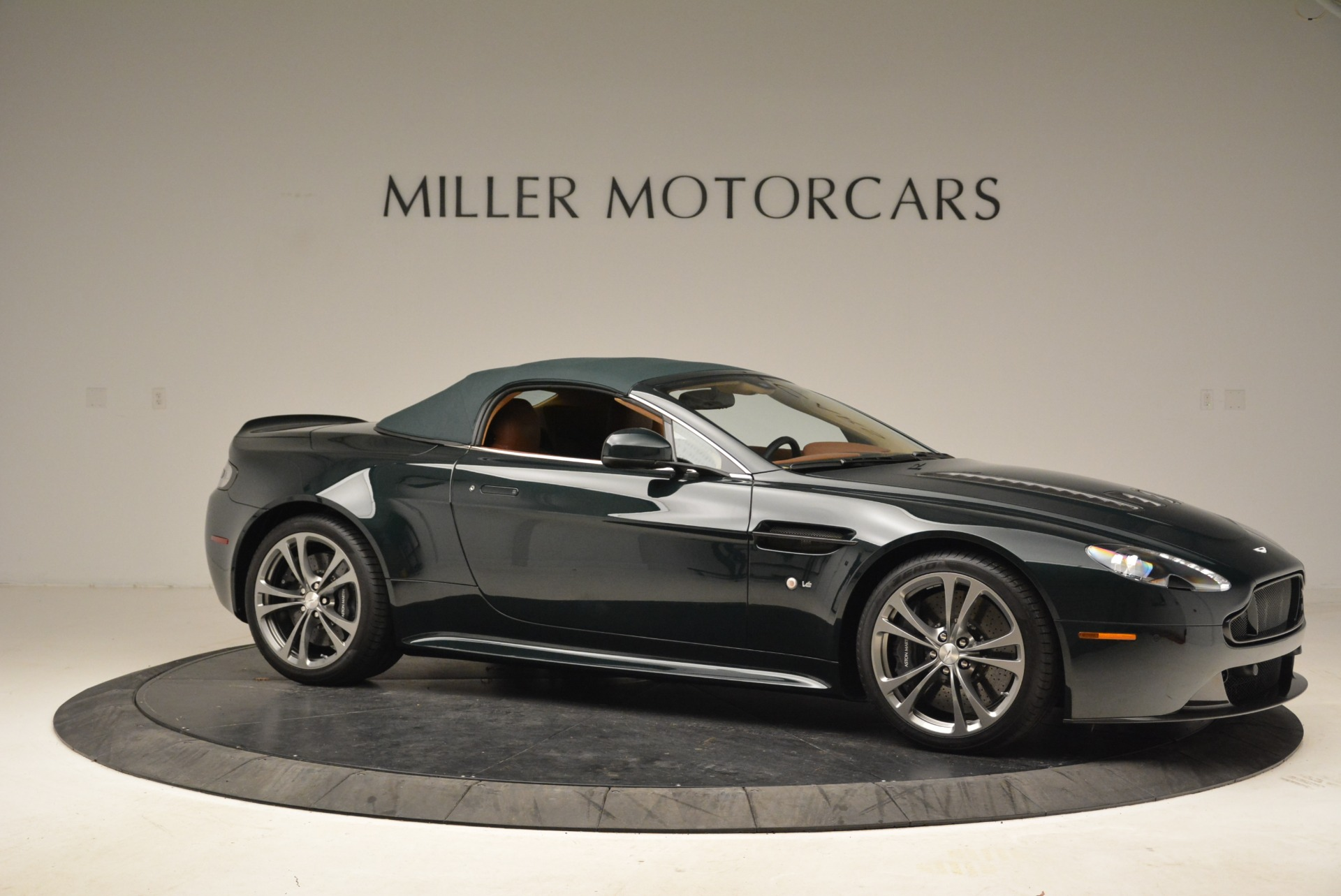 Used 2017 Aston Martin V12 Vantage S Roadster For Sale In Westport, CT 2055_p17