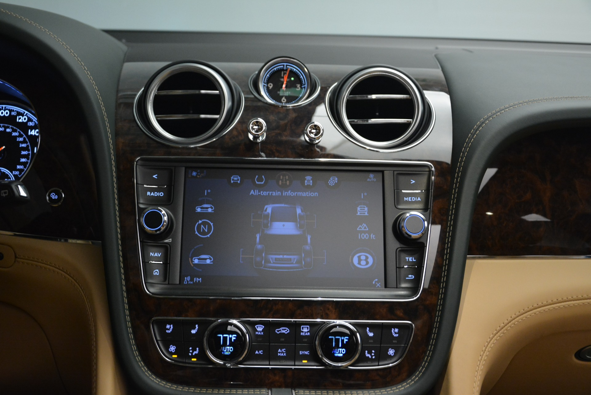 New 2018 Bentley Bentayga Signature For Sale In Westport, CT 2072_p46