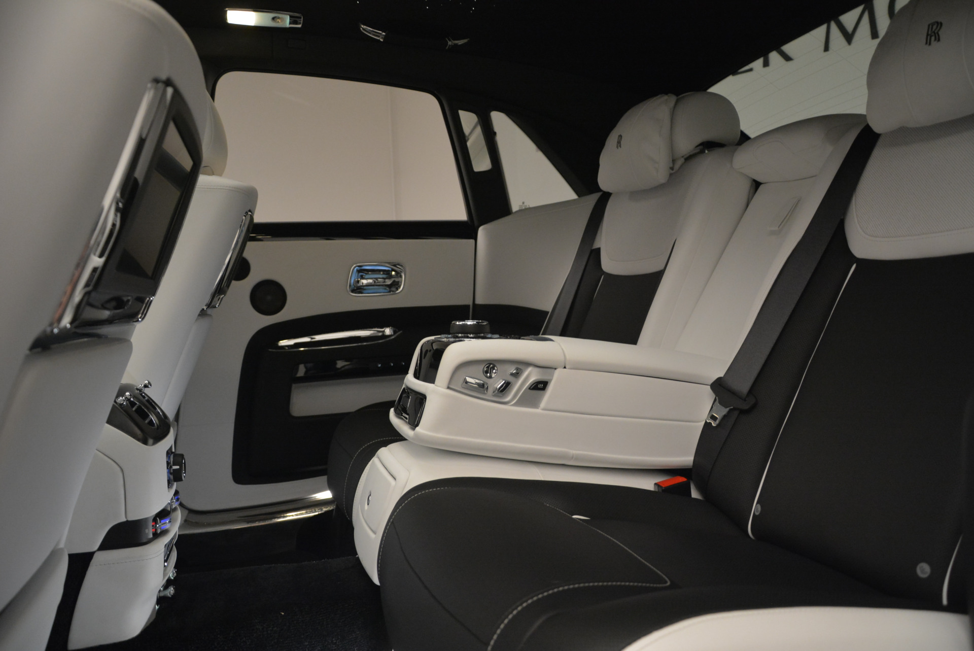 Used 2017 Rolls-Royce Ghost Black Badge For Sale In Westport, CT 2093_p24