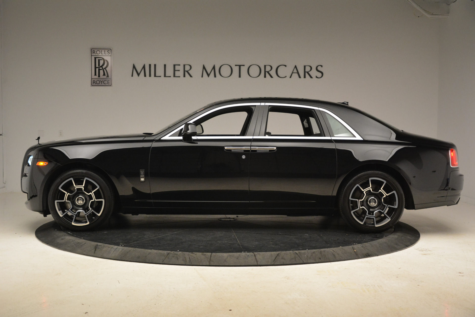 Used 2017 Rolls-Royce Ghost Black Badge For Sale In Westport, CT 2093_p2