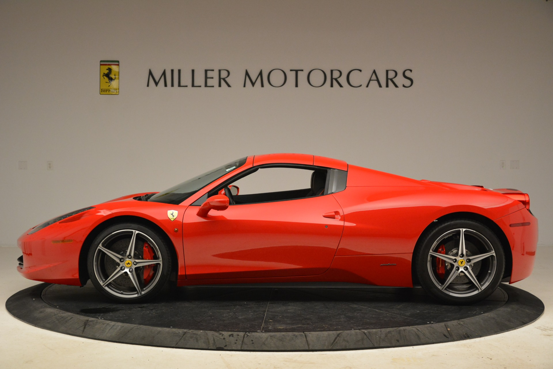 Used 2014 Ferrari 458 Spider  For Sale In Westport, CT 2100_p15