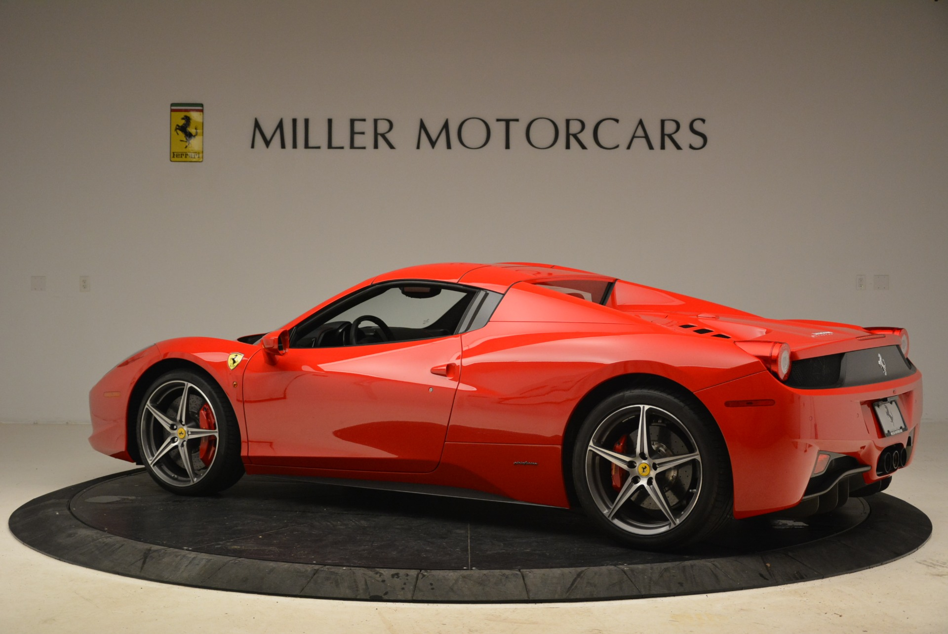 Used 2014 Ferrari 458 Spider  For Sale In Westport, CT 2100_p16
