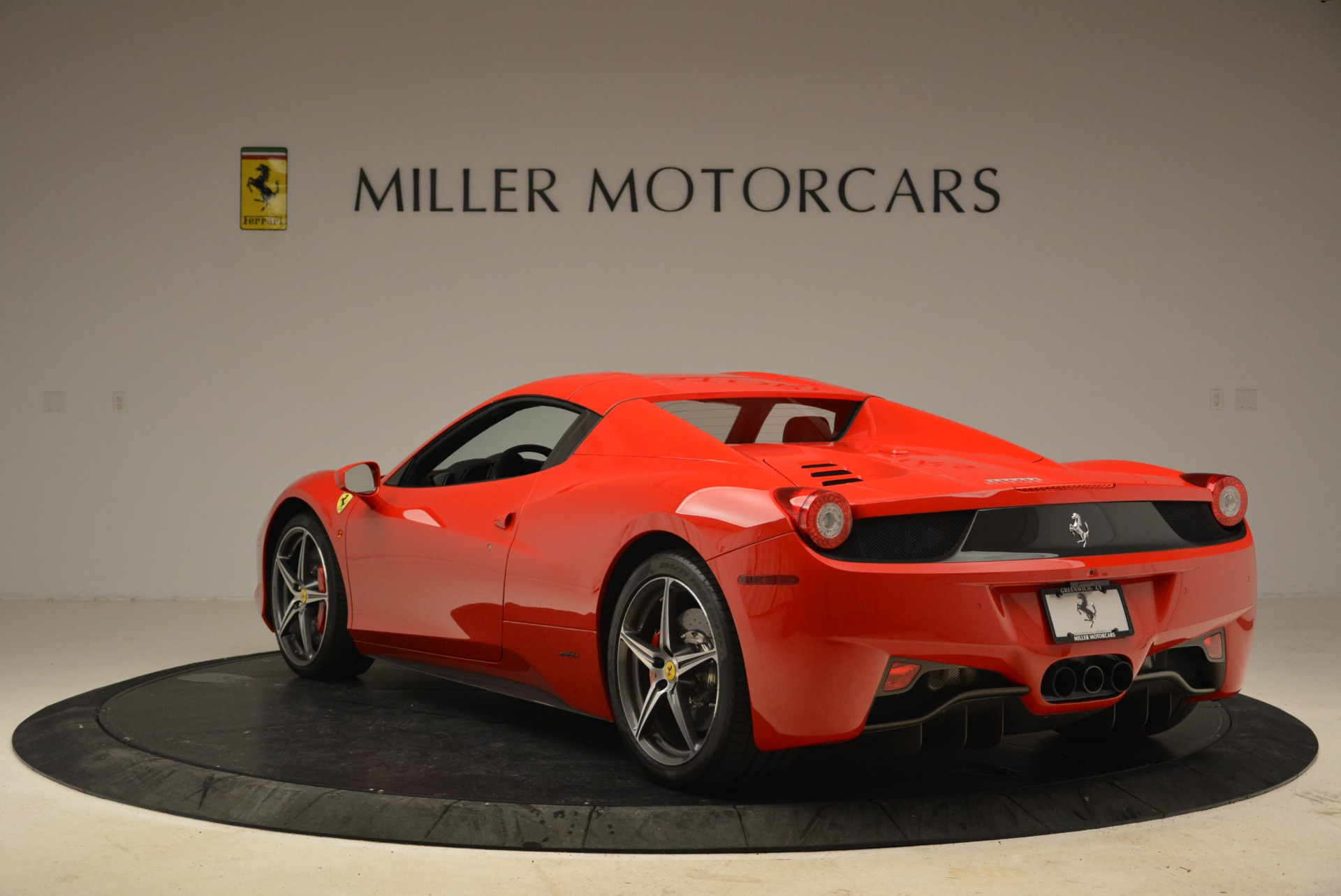 Used 2014 Ferrari 458 Spider  For Sale In Westport, CT 2100_p17
