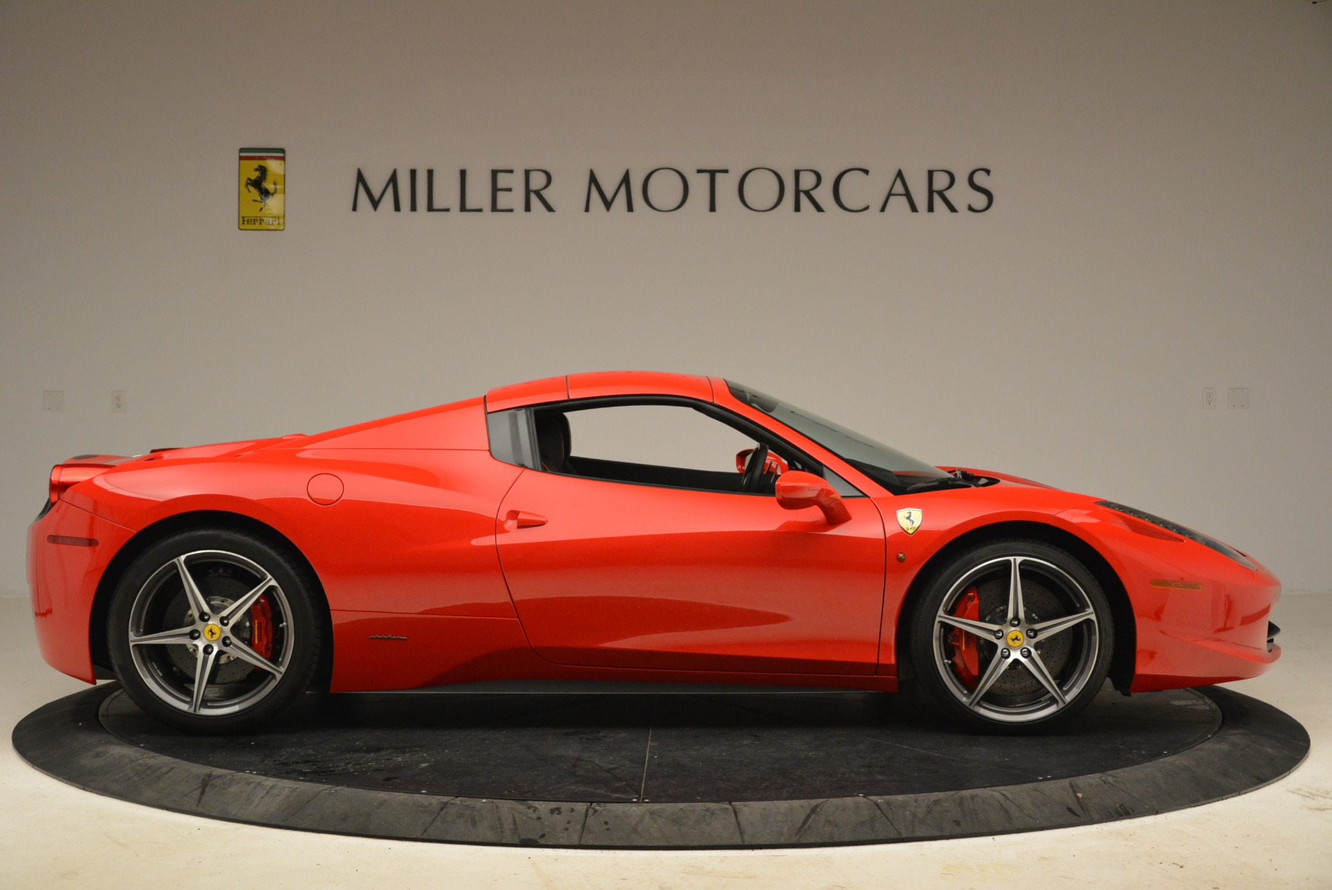Used 2014 Ferrari 458 Spider  For Sale In Westport, CT 2100_p21