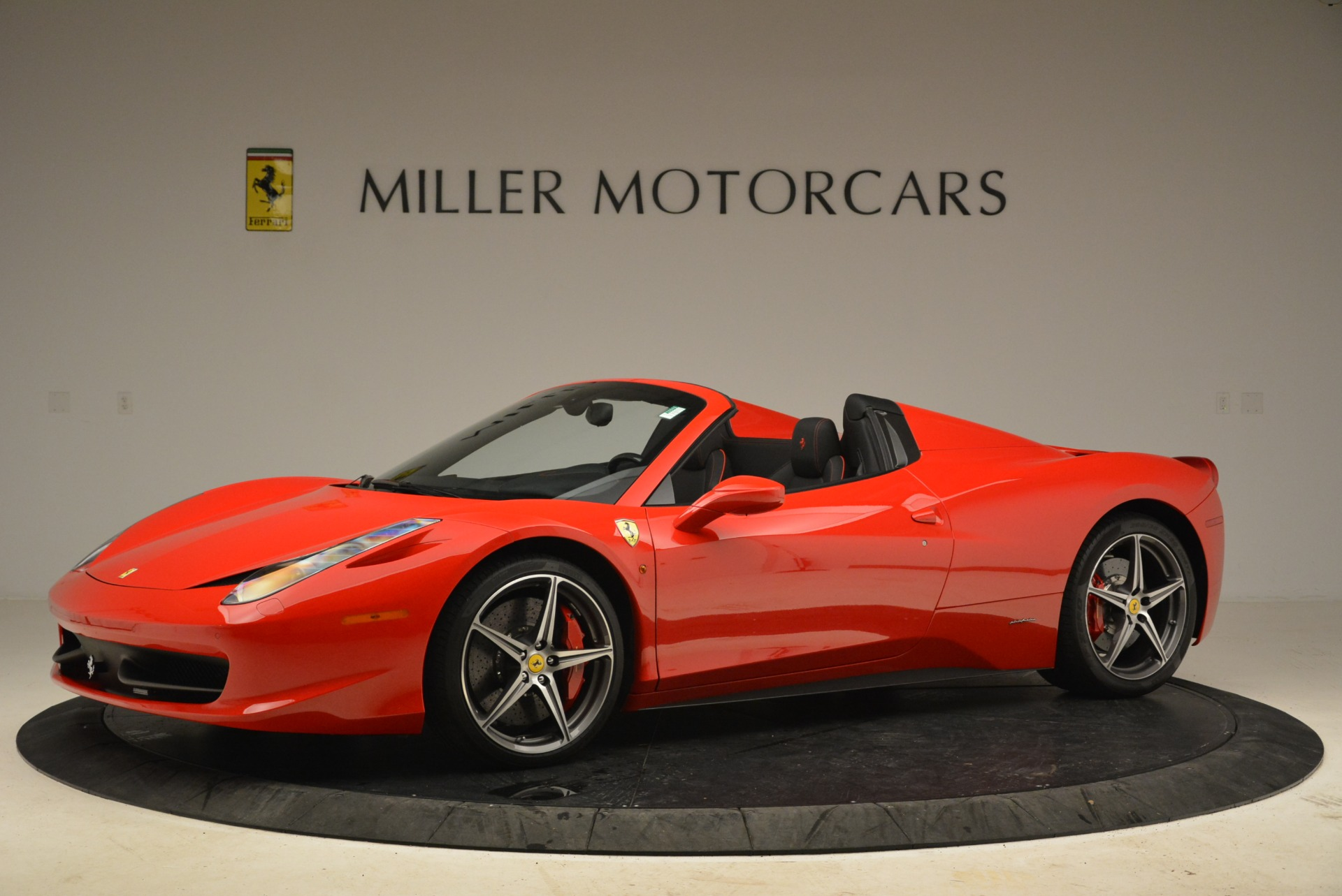 Used 2014 Ferrari 458 Spider  For Sale In Westport, CT 2100_p2