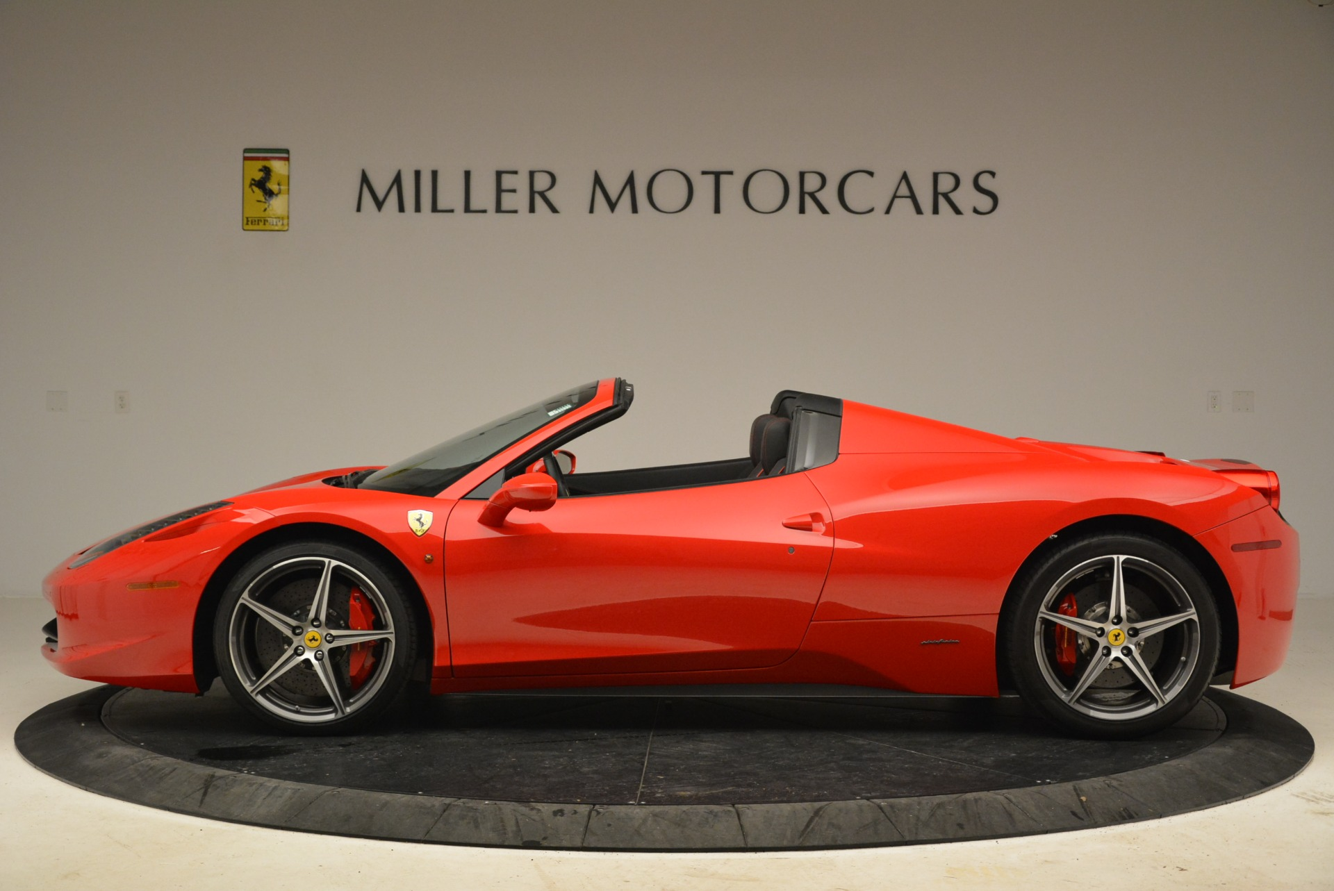Used 2014 Ferrari 458 Spider  For Sale In Westport, CT 2100_p3