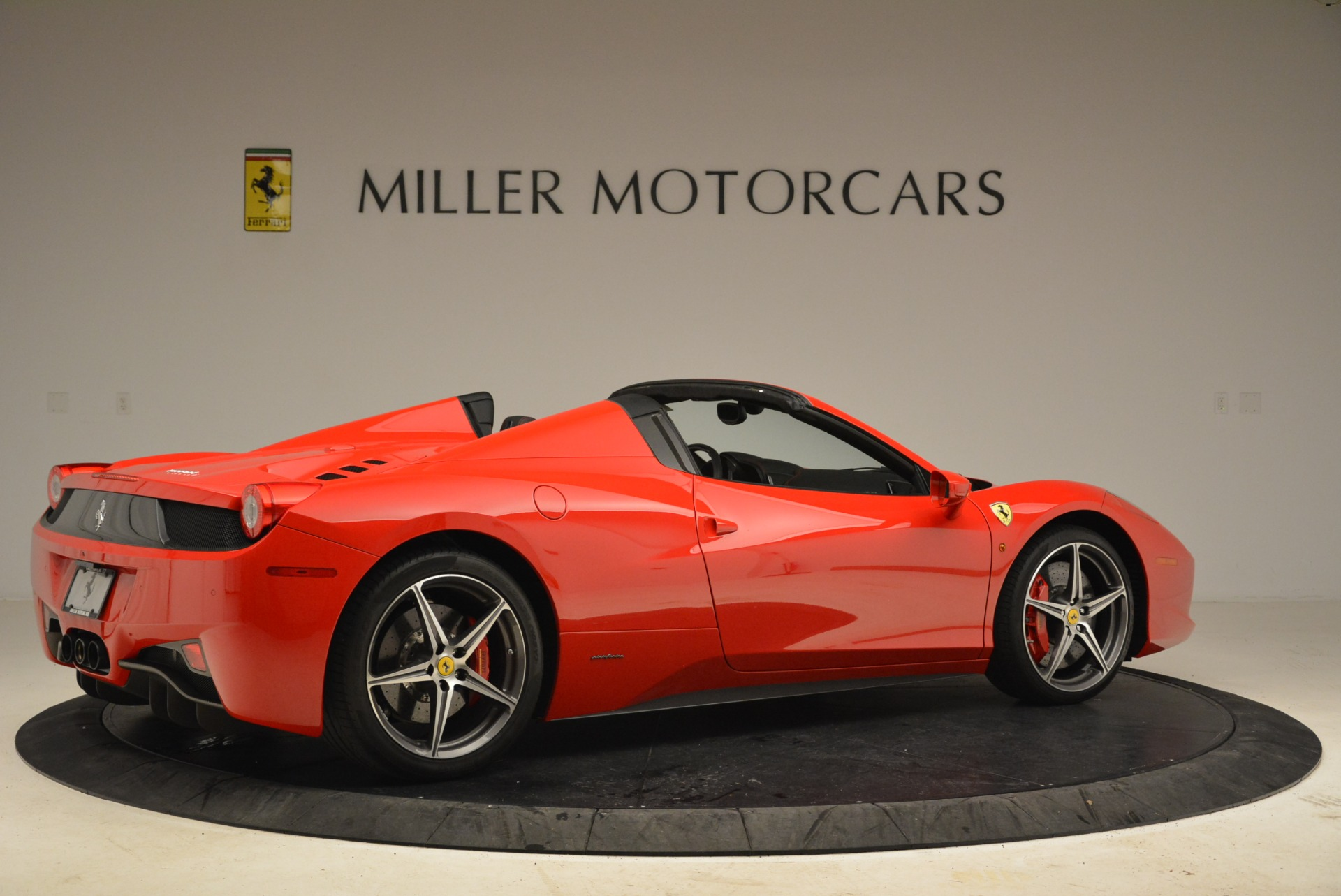 Used 2014 Ferrari 458 Spider  For Sale In Westport, CT 2100_p8