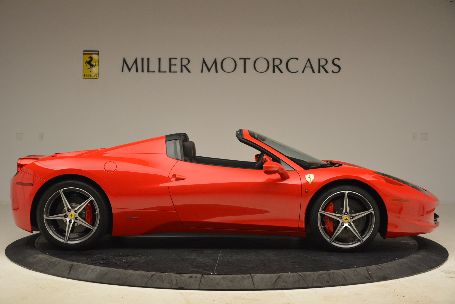 Used 2014 Ferrari 458 Spider  For Sale In Westport, CT 2100_p9